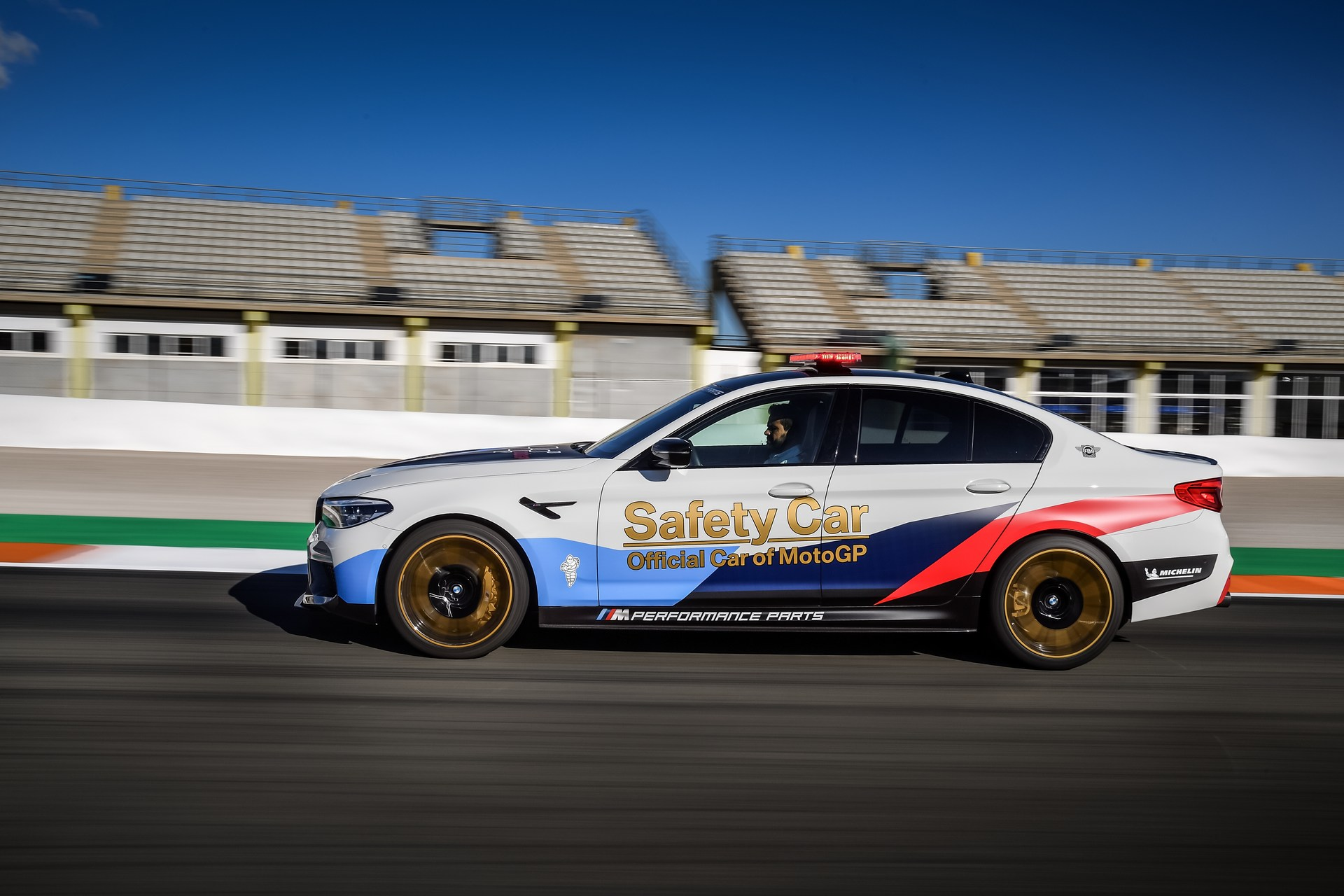 BMW_M5_Safety_Car_0009