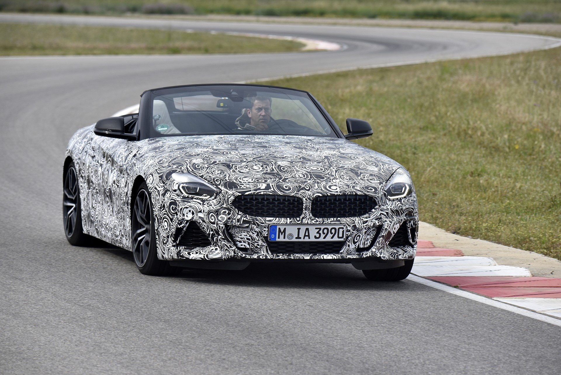 BMW Z4 M40i 2019 official spy photos (1)