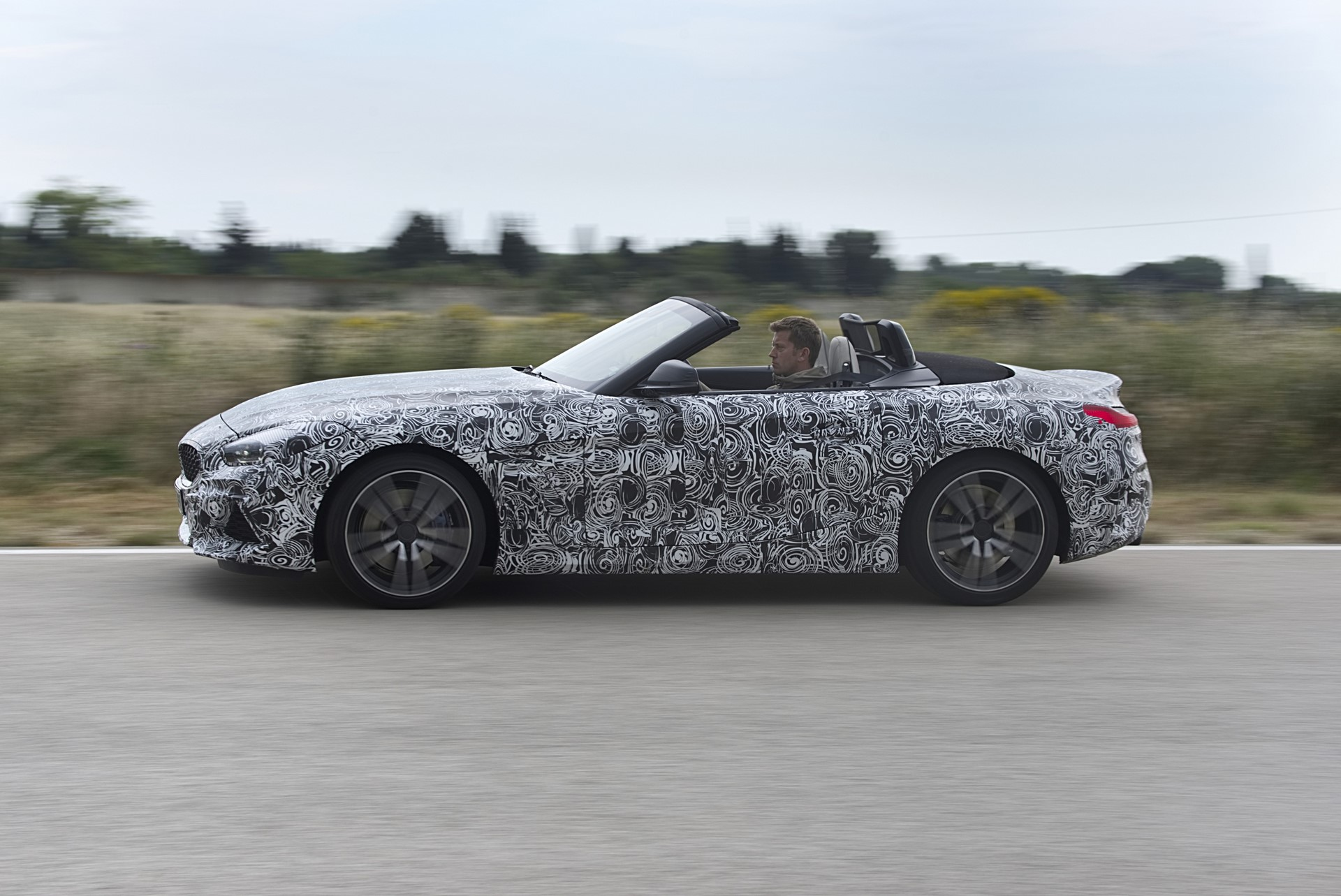 BMW Z4 M40i 2019 official spy photos (19)