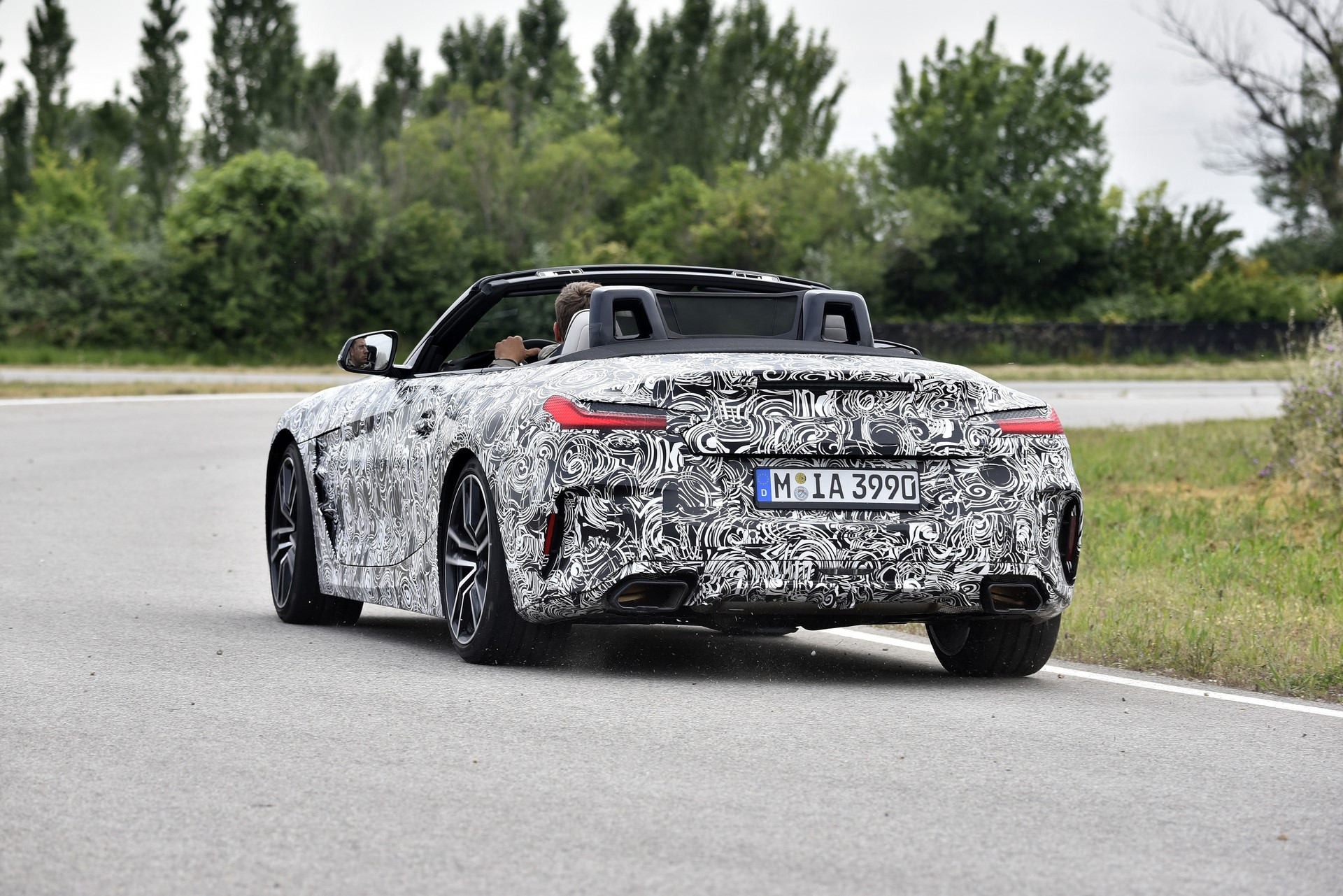 BMW Z4 M40i 2019 official spy photos (2)