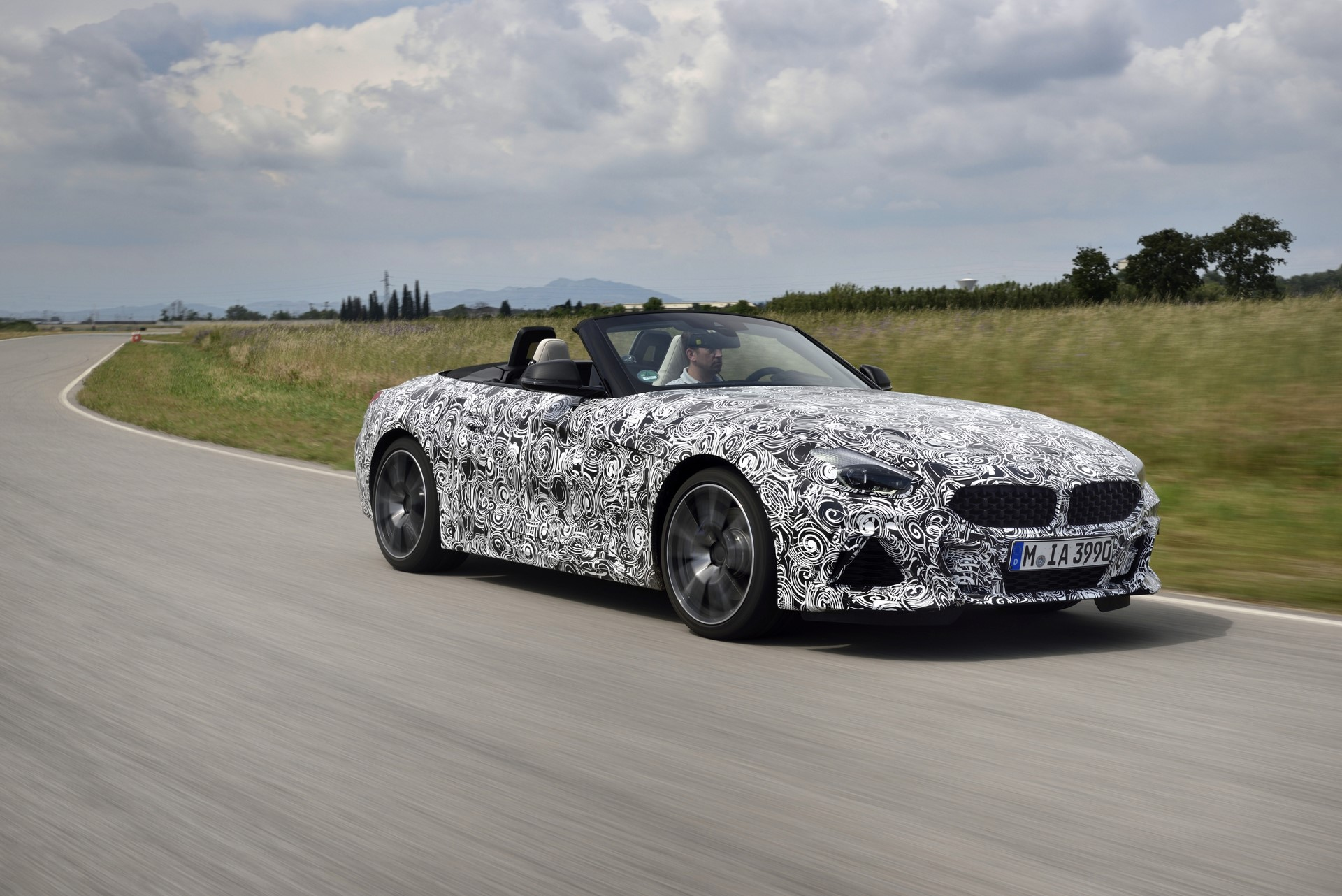 BMW Z4 M40i 2019 official spy photos (20)