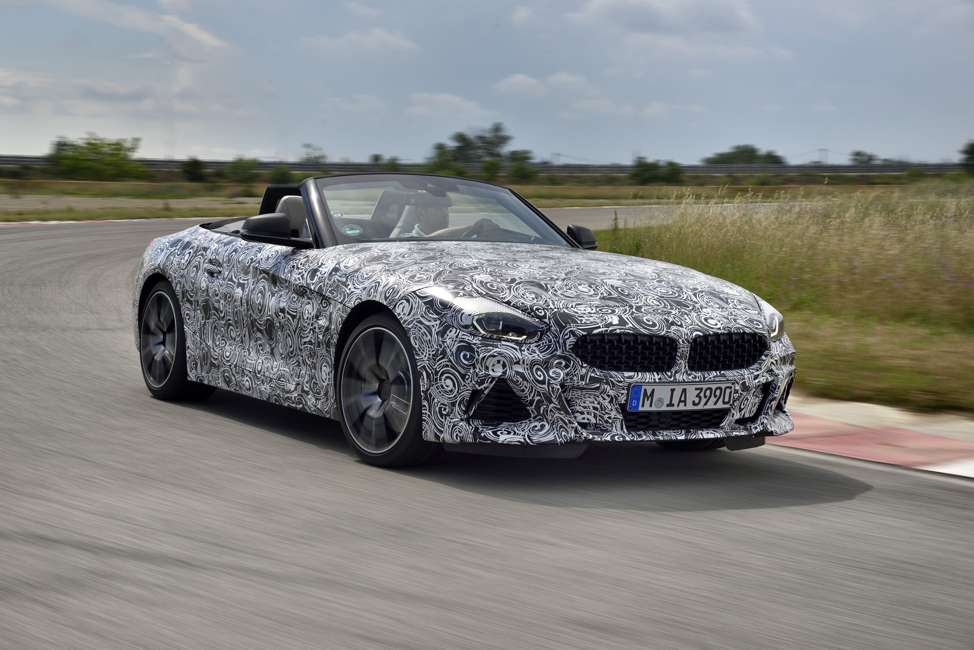 BMW Z4 M40i 2019 official spy photos (21)