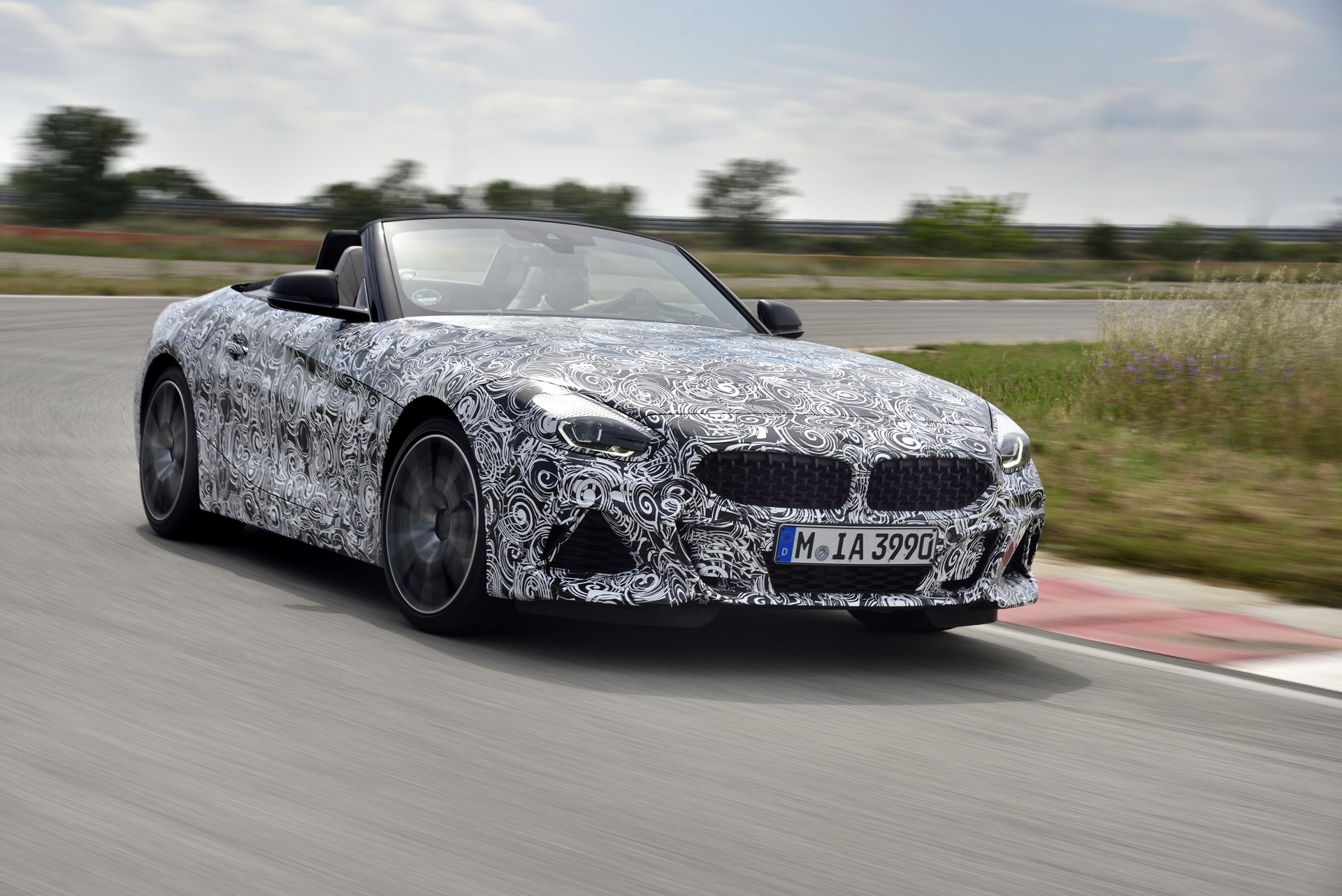 BMW Z4 M40i 2019 official spy photos (22)