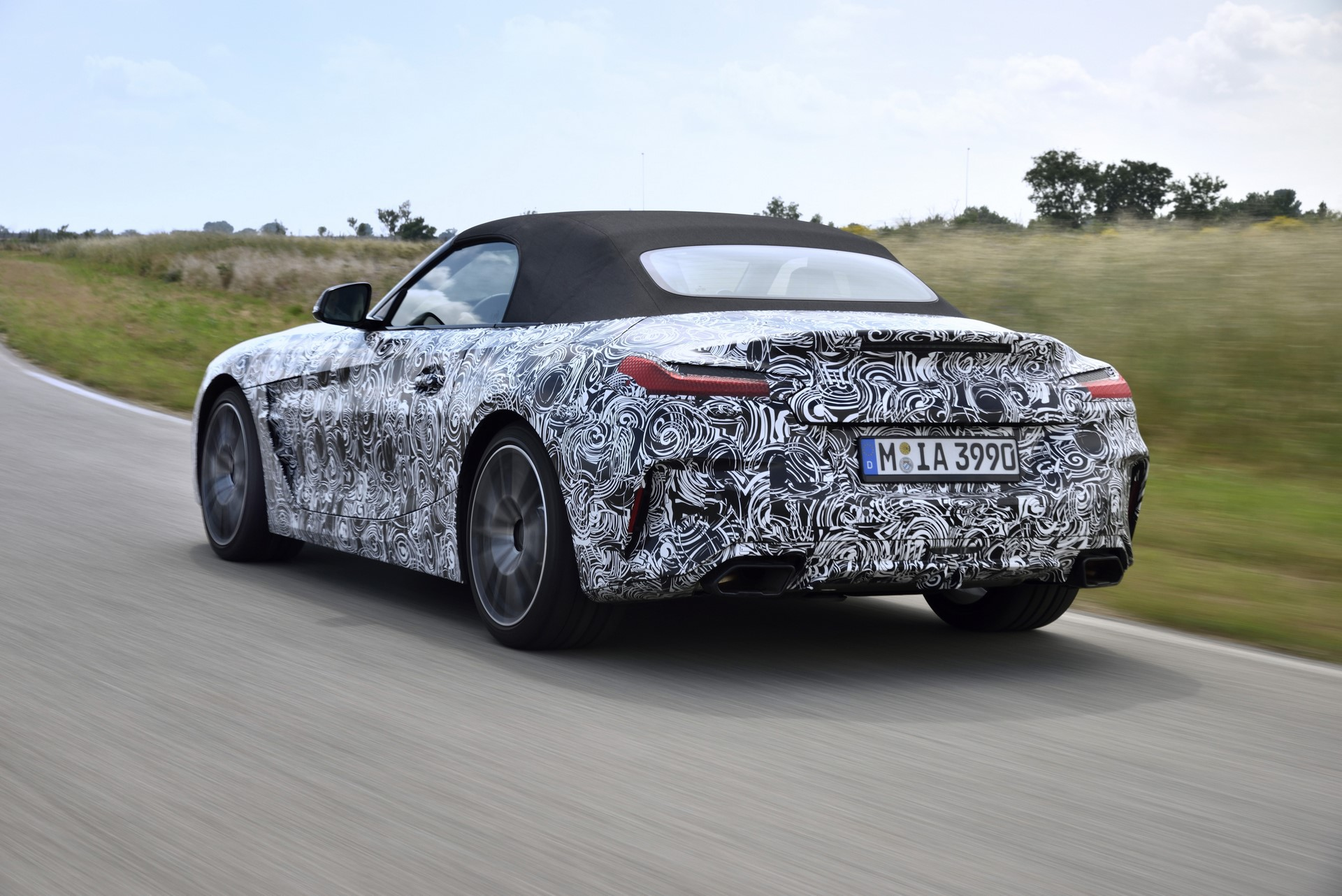 BMW Z4 M40i 2019 official spy photos (26)