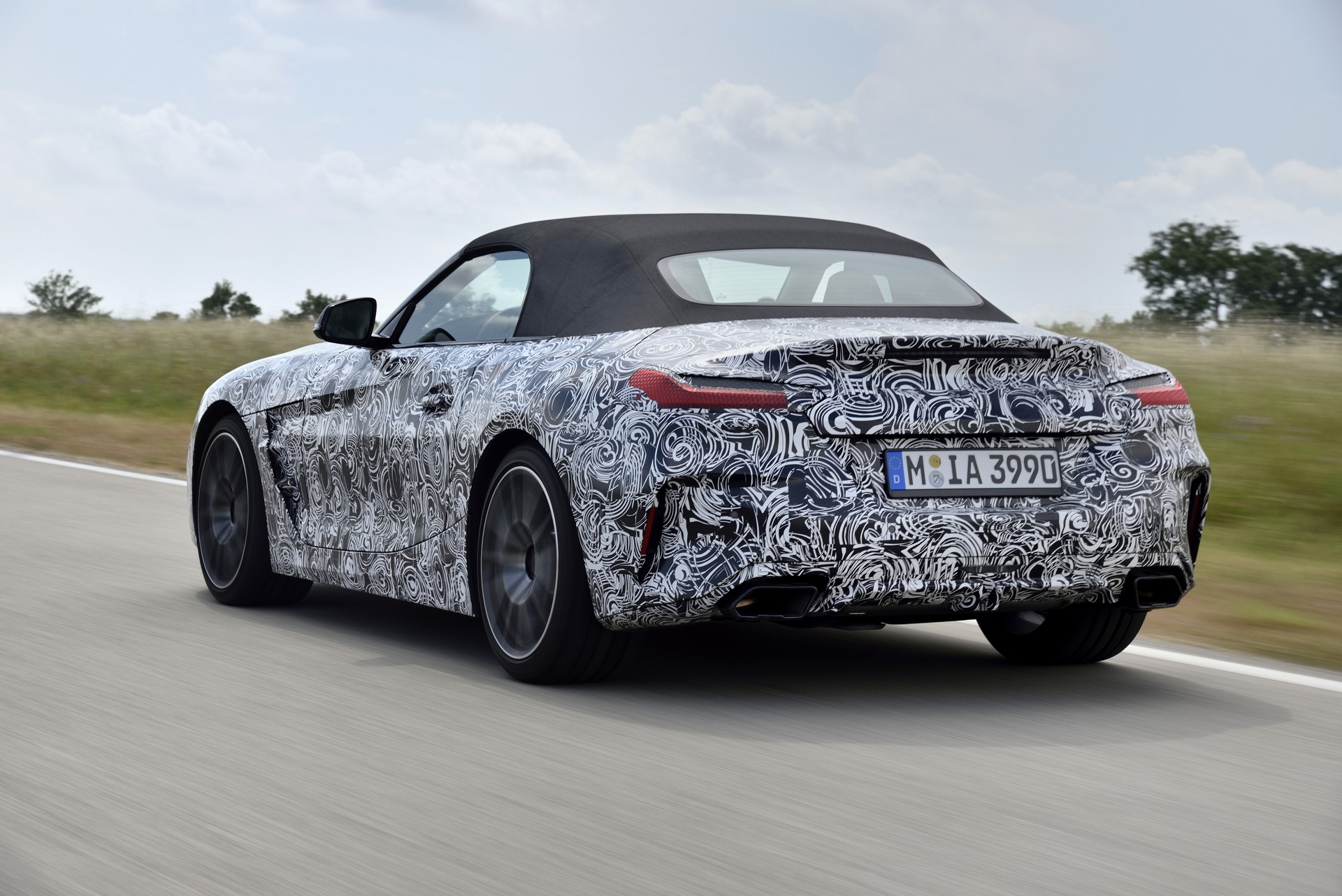 BMW Z4 M40i 2019 official spy photos (27)