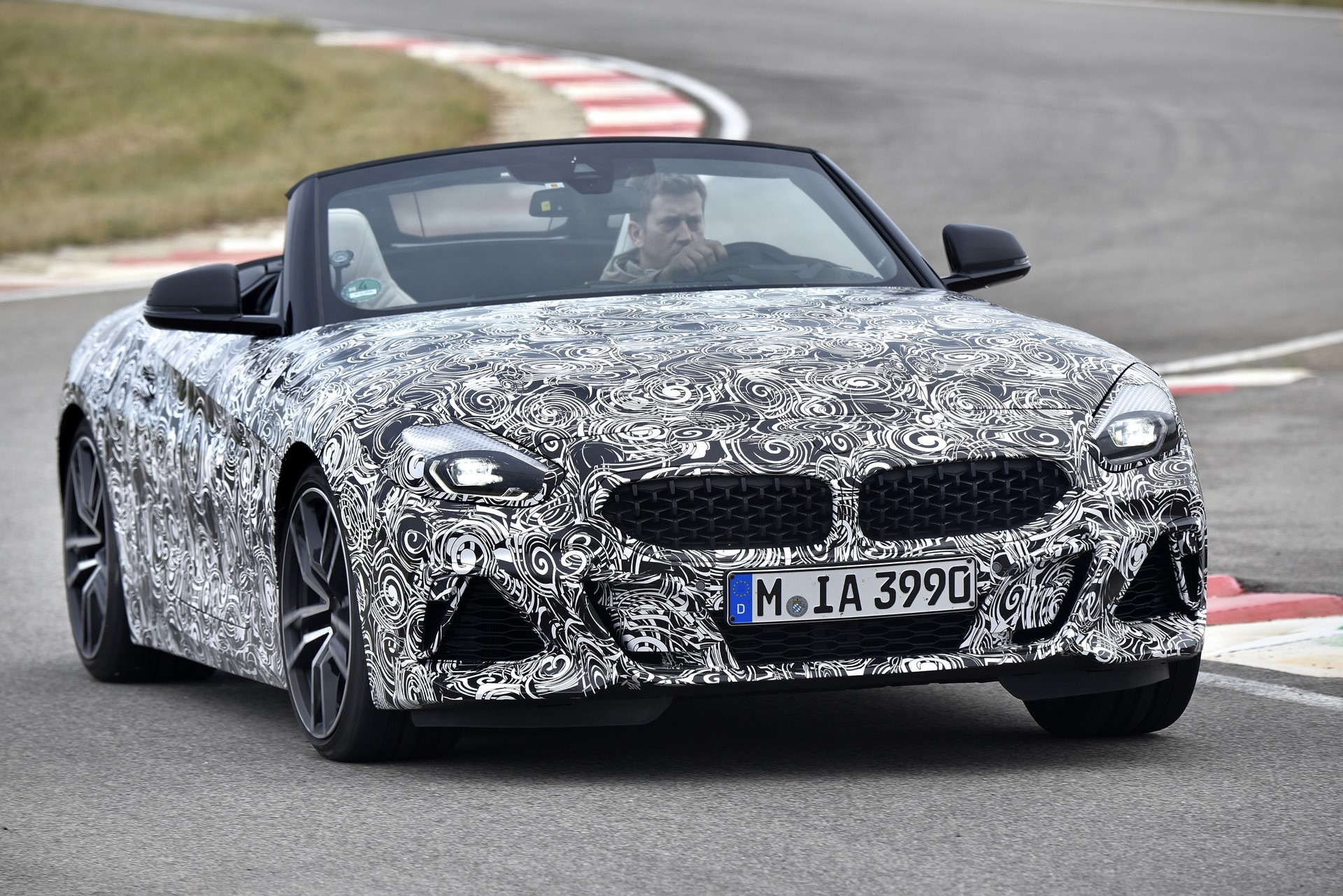 BMW Z4 M40i 2019 official spy photos (5)