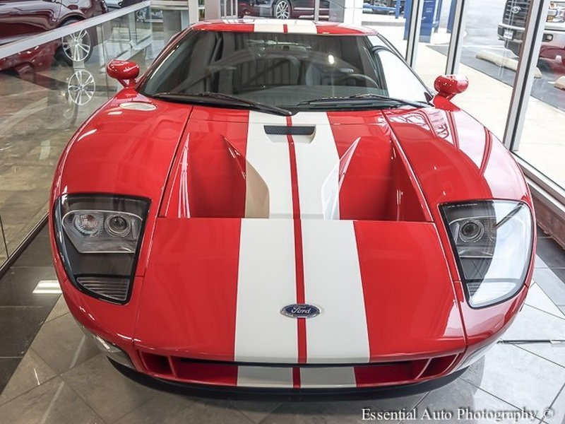 Brand_new_2005_Ford_GT_0001