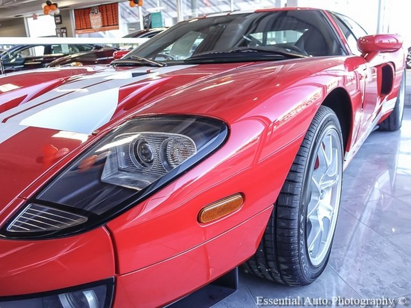 Brand_new_2005_Ford_GT_0002