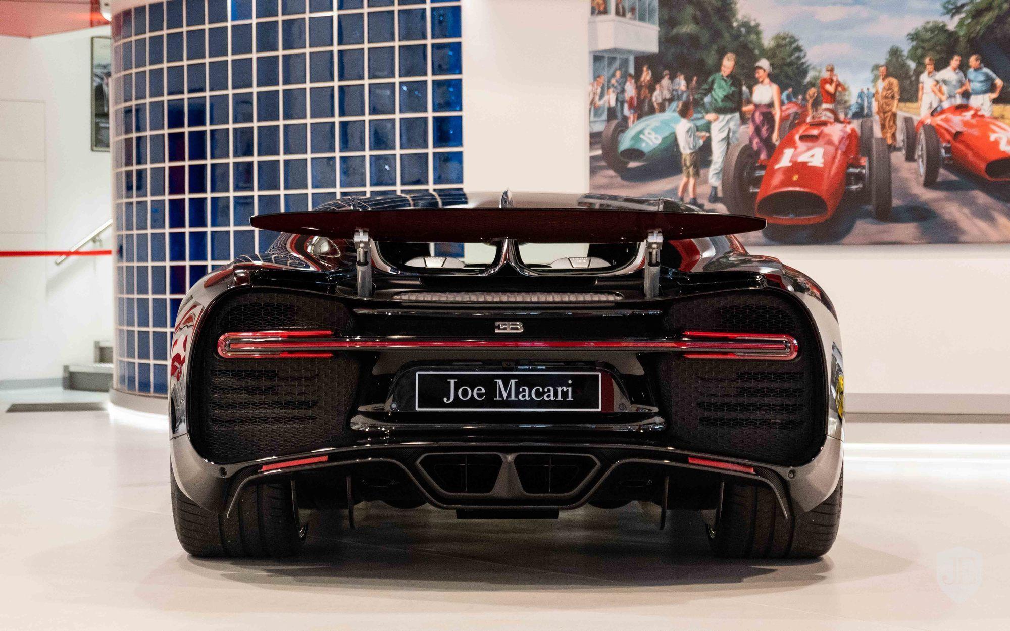 Bugatti_Chiron_for_sale_0005