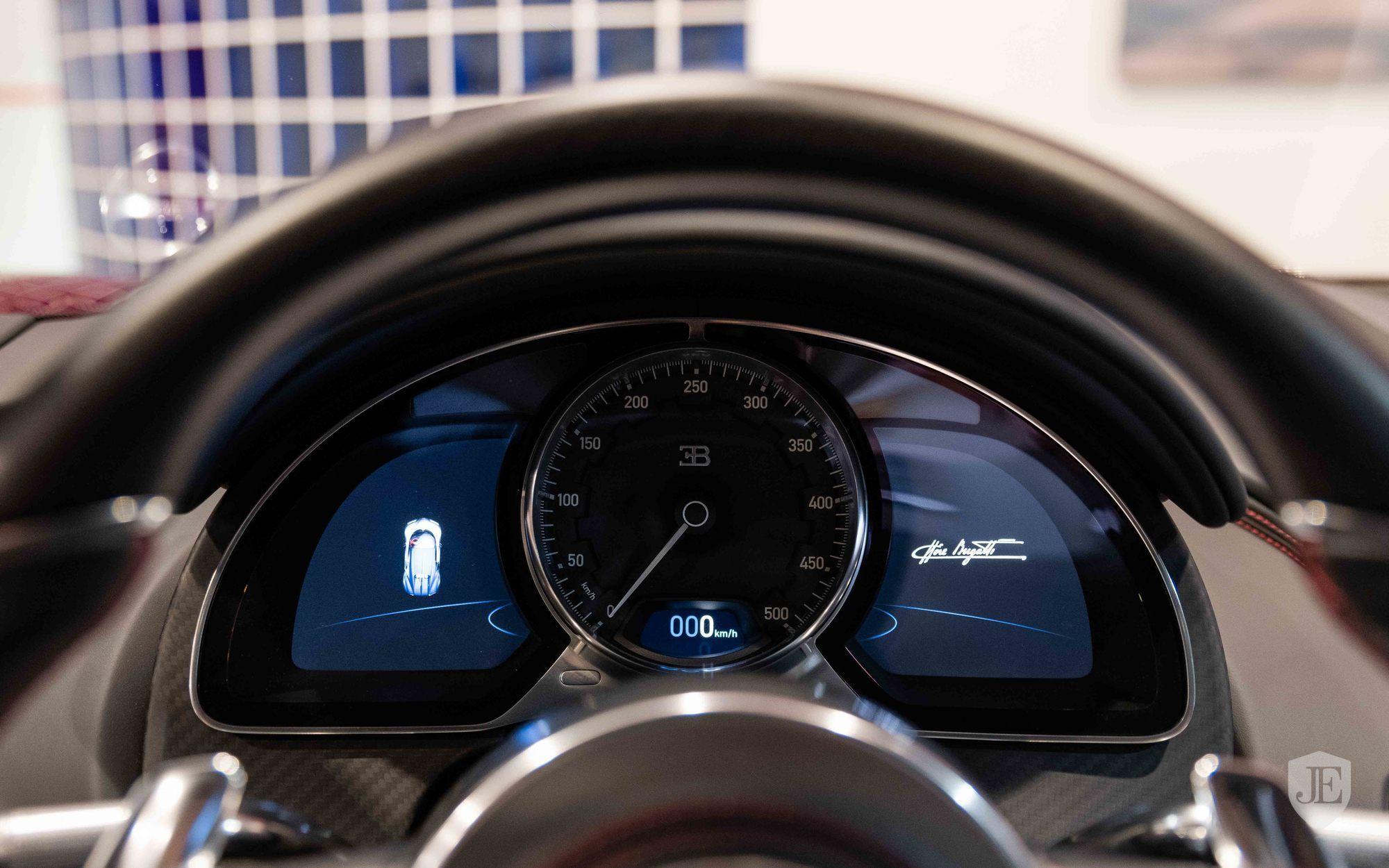 Bugatti_Chiron_for_sale_0006