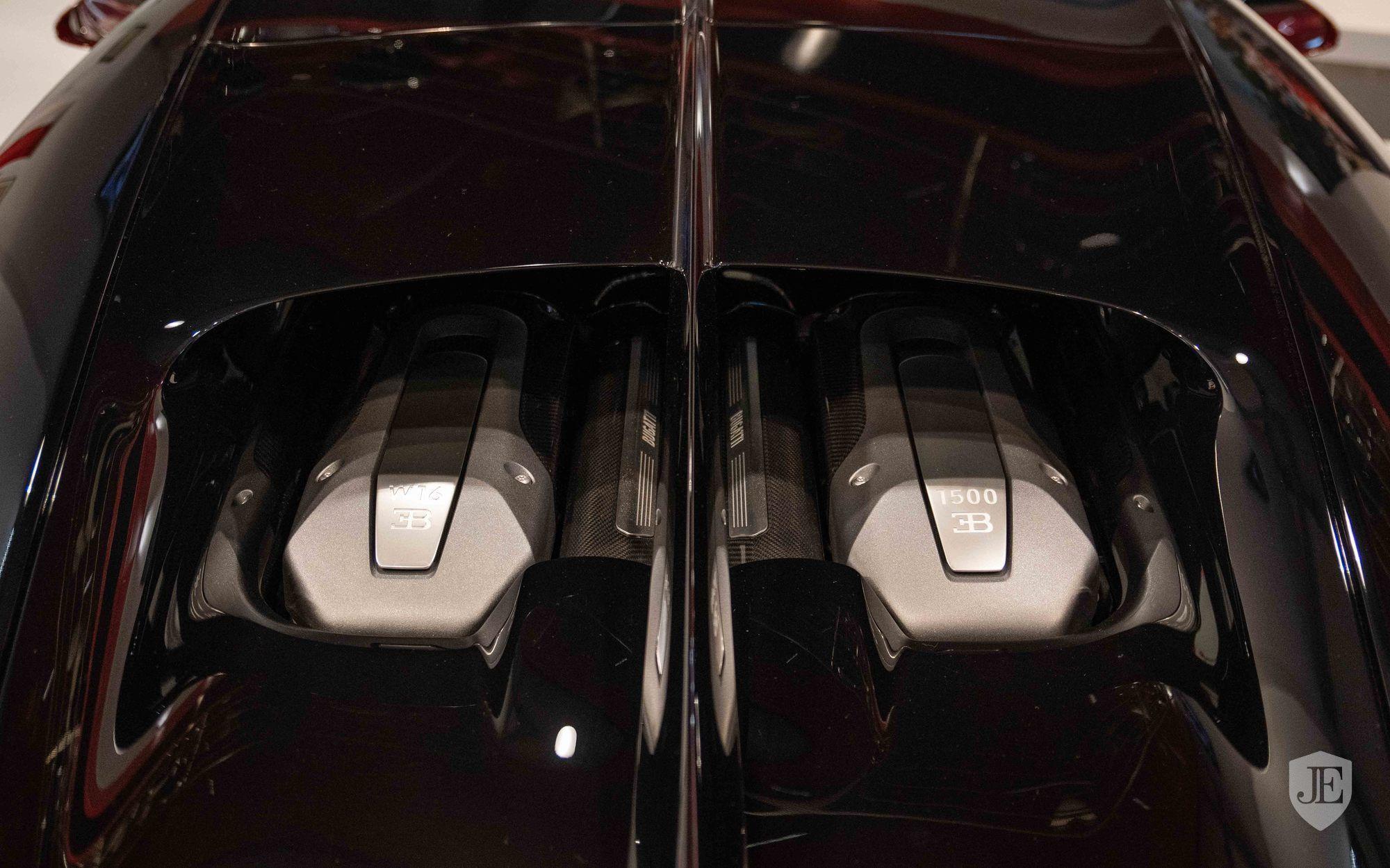 Bugatti_Chiron_for_sale_0012