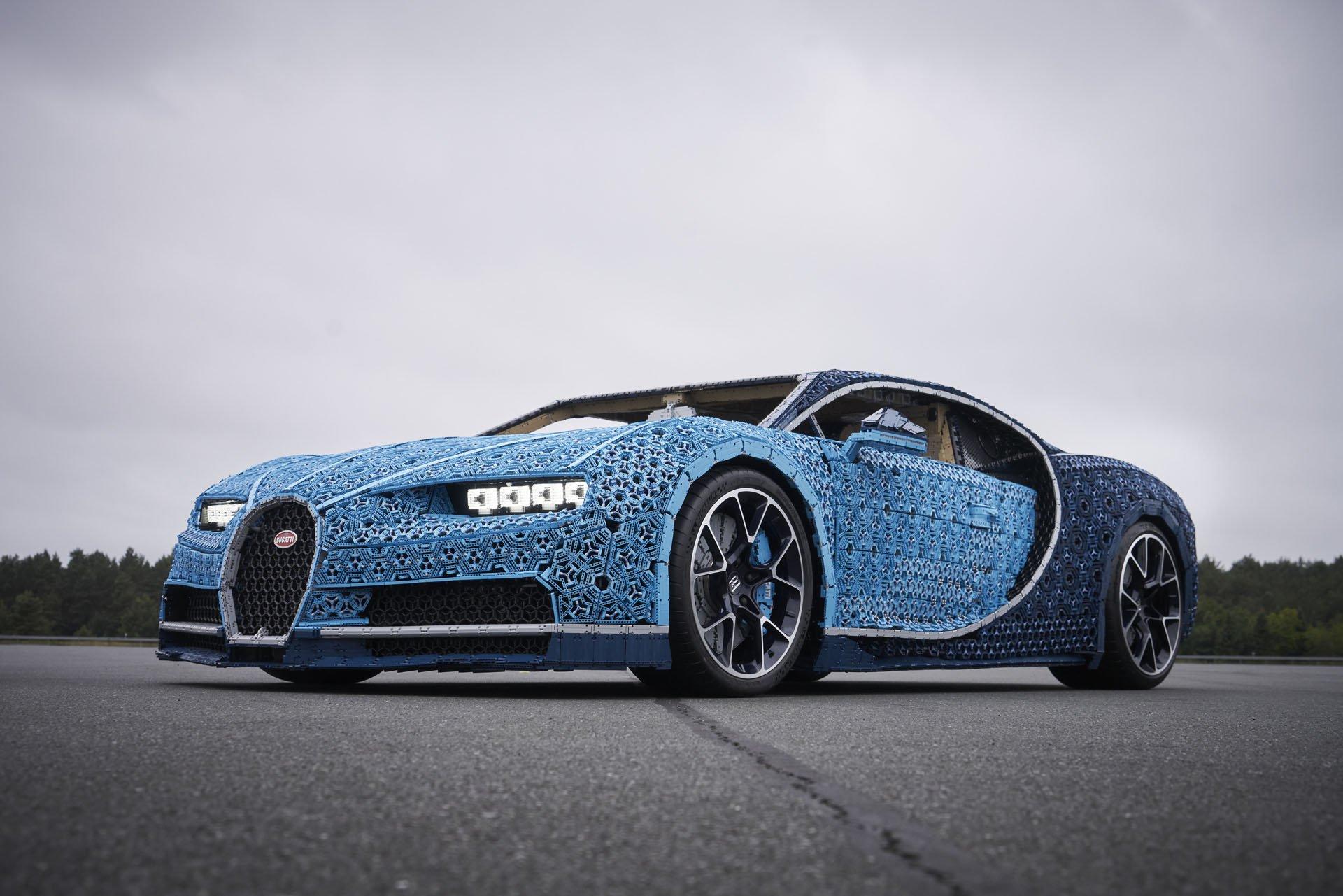 Bugatti Chiron Life-Size Lego Technic (1)
