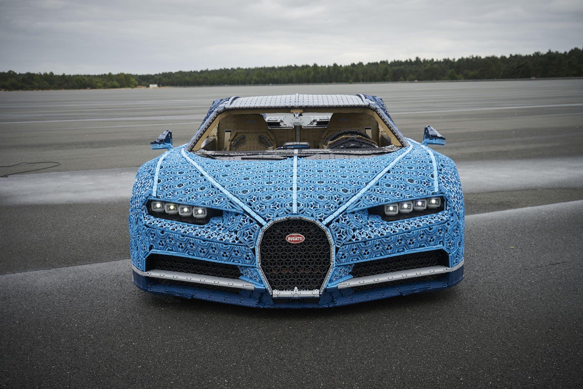 Bugatti Chiron Life-Size Lego Technic (10)