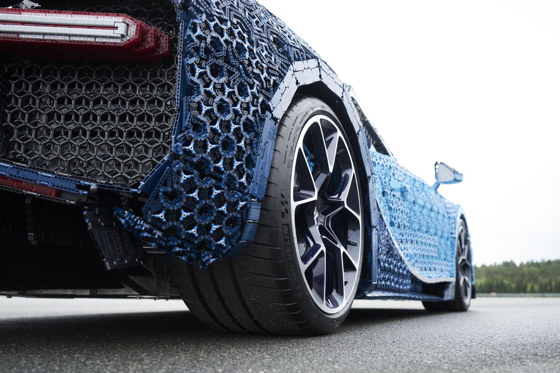 Bugatti Chiron Life-Size Lego Technic (30)