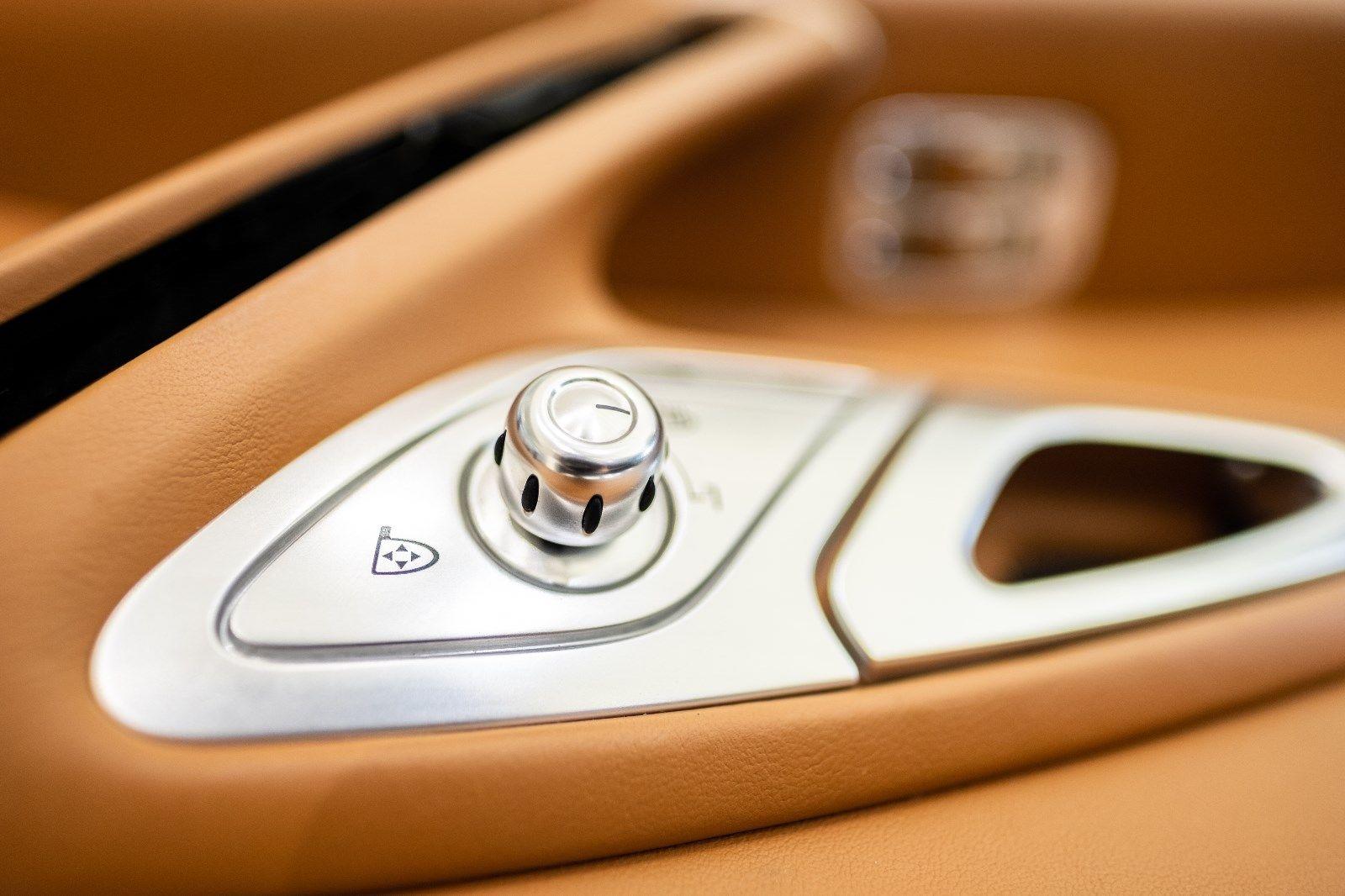 Bugatti Veyron 2008 interior (10)