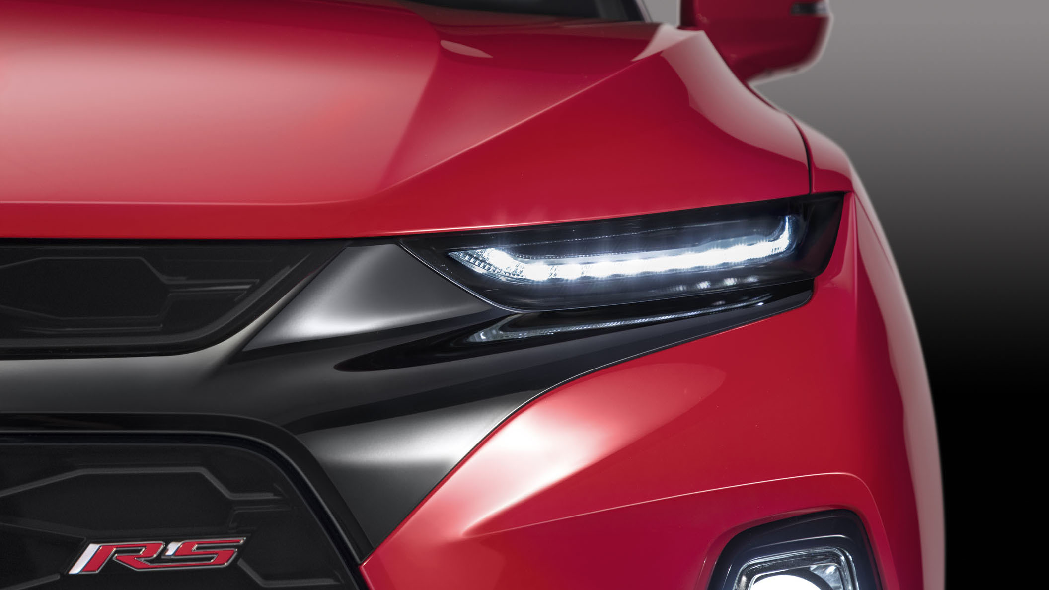 2019 Chevrolet Blazer features a distinctive lighting execution on all models that separates the headlamps and LED daytime running lamps.
