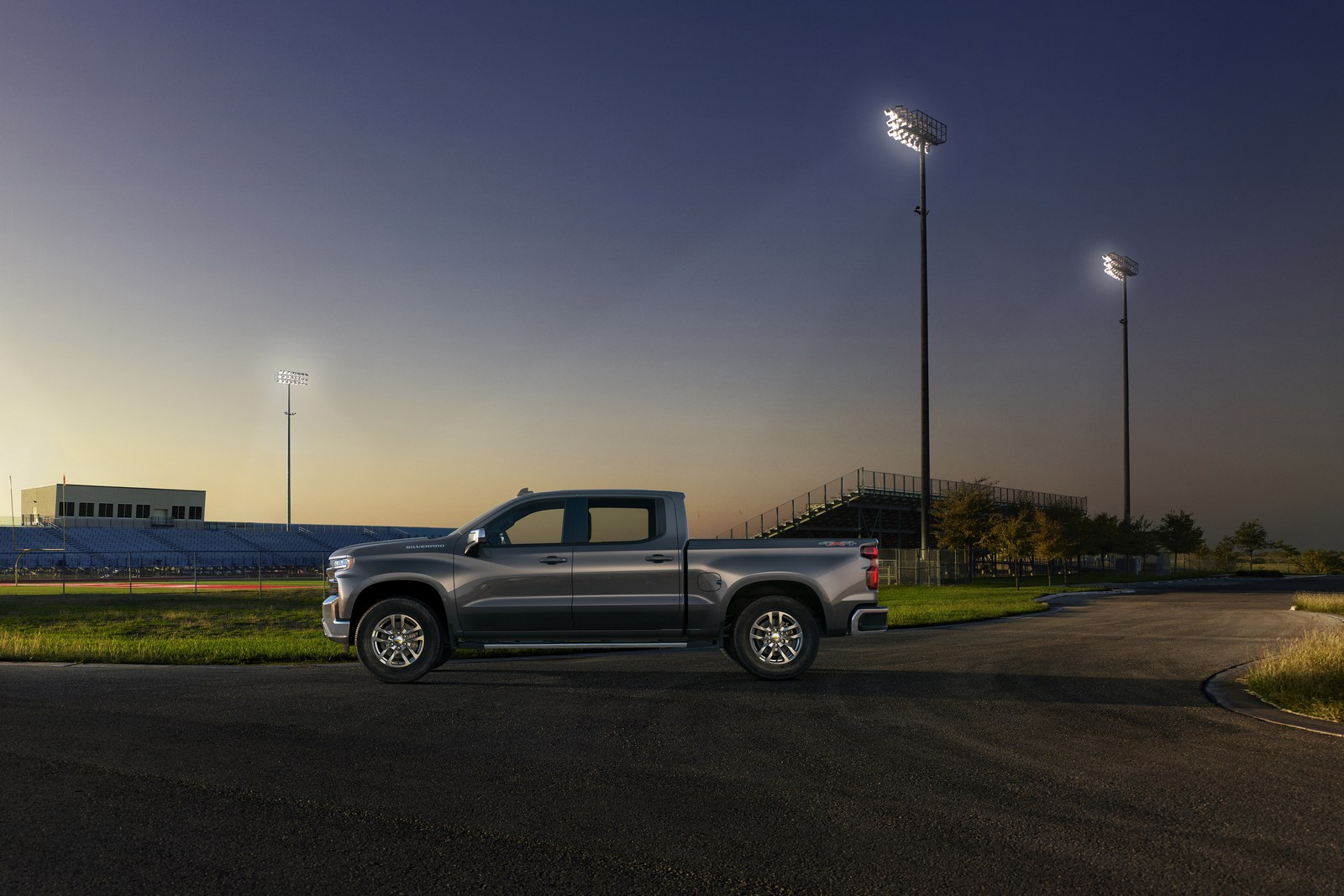 The all-new 2019 Silverado LT features chrome accents on the bumpers, front grille and mirror caps, a Chevrolet bowtie in the grille, LED reflector headlamps and signature daytime running lights. The interior features an 8-inch color touch screen and available leather seating surfaces.