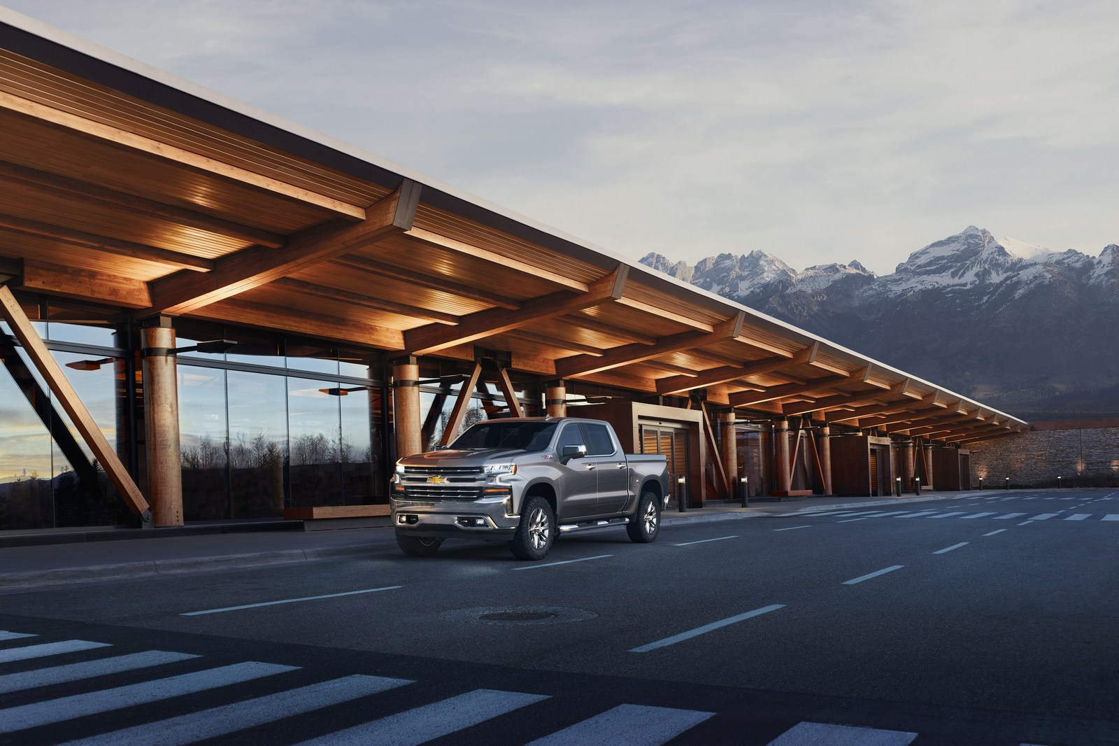 The all-new 2019 Silverado LTZ features chrome accents on the bumpers, front grille, mirror caps, door handles and hockey-stick beltline as well as power folding and heated outside rearview mirrors. Leather interior trim is standard equipment.