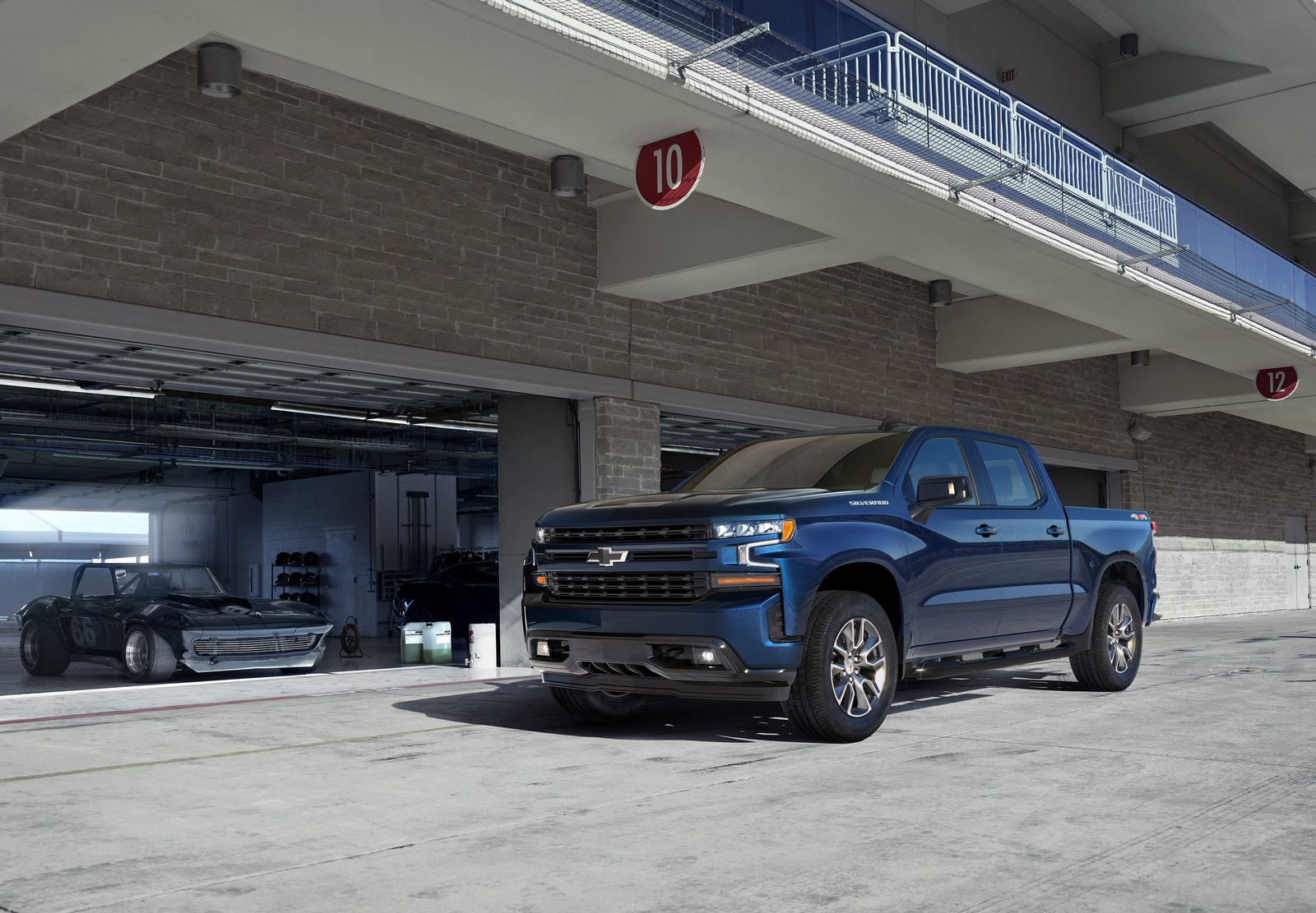 The all-new 2019 Silverado RST (new trim for 2019) brings a street-performance appearance to the LT, with body-color trim, full LED lighting (foglamps, headlamps and taillamps) and up to 22-inch wheels with all-season tires.