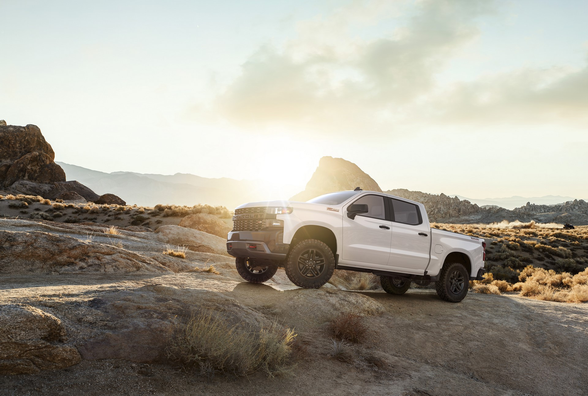 The all-new 2019 Silverado Custom Trailboss (new trim for 2019) adds off-road equipment to the Custom, including a 2-inch suspension lift and the Z71 Off-Road Package with a locking rear differential, skid plates, Rancho shocks, 18-inch wheels and Goodyear Duratrac off-road tires.