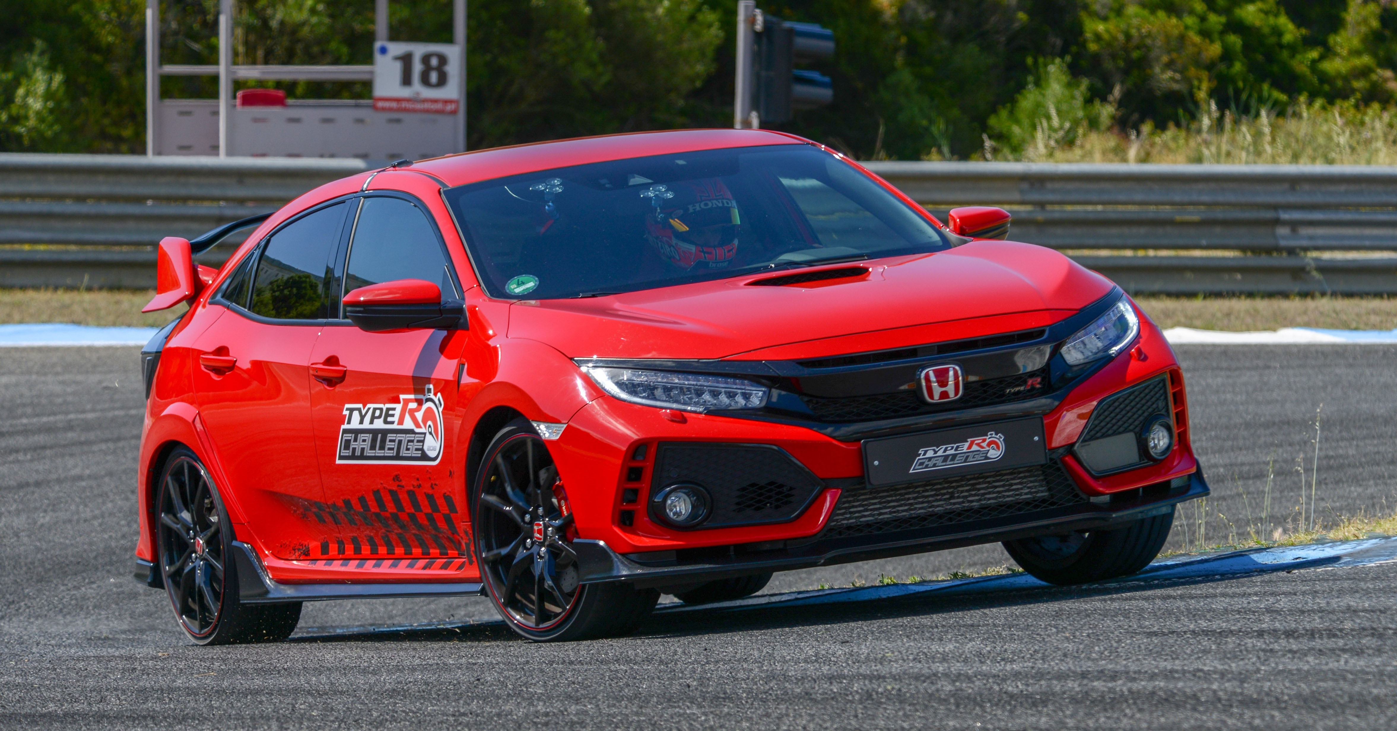 Honda Civic Type R sets new lap record at Estoril circuit in Portugal, driven by Tiago Monteiro