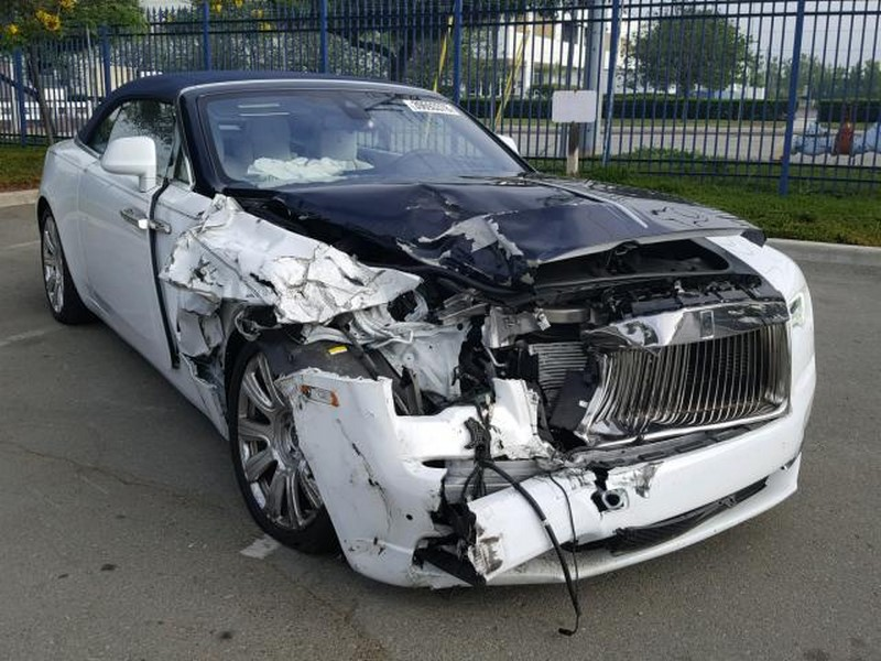 Crashed Rolls-Royce Phantom Drophead Coupe and Dawn (11)