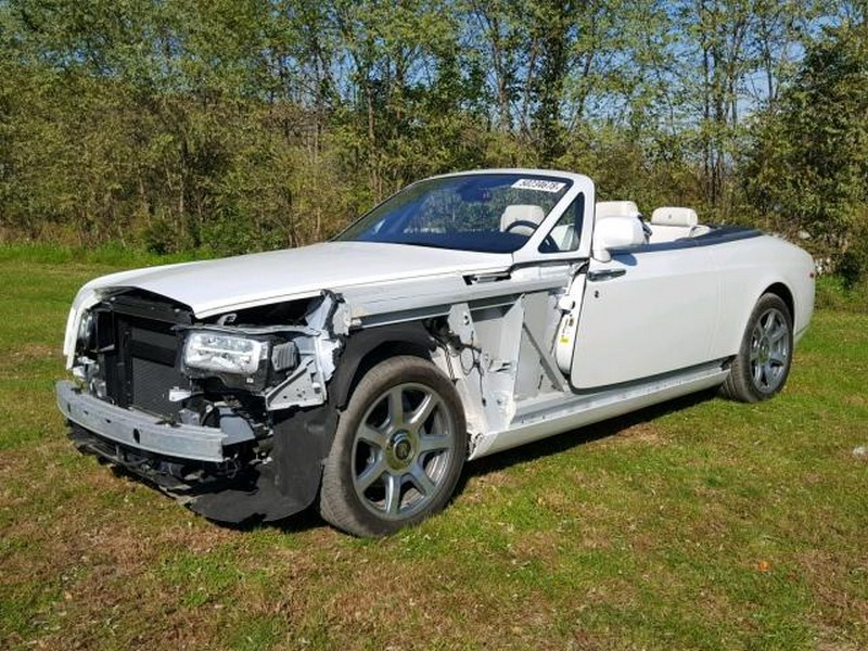 Crashed Rolls-Royce Phantom Drophead Coupe and Dawn (2)