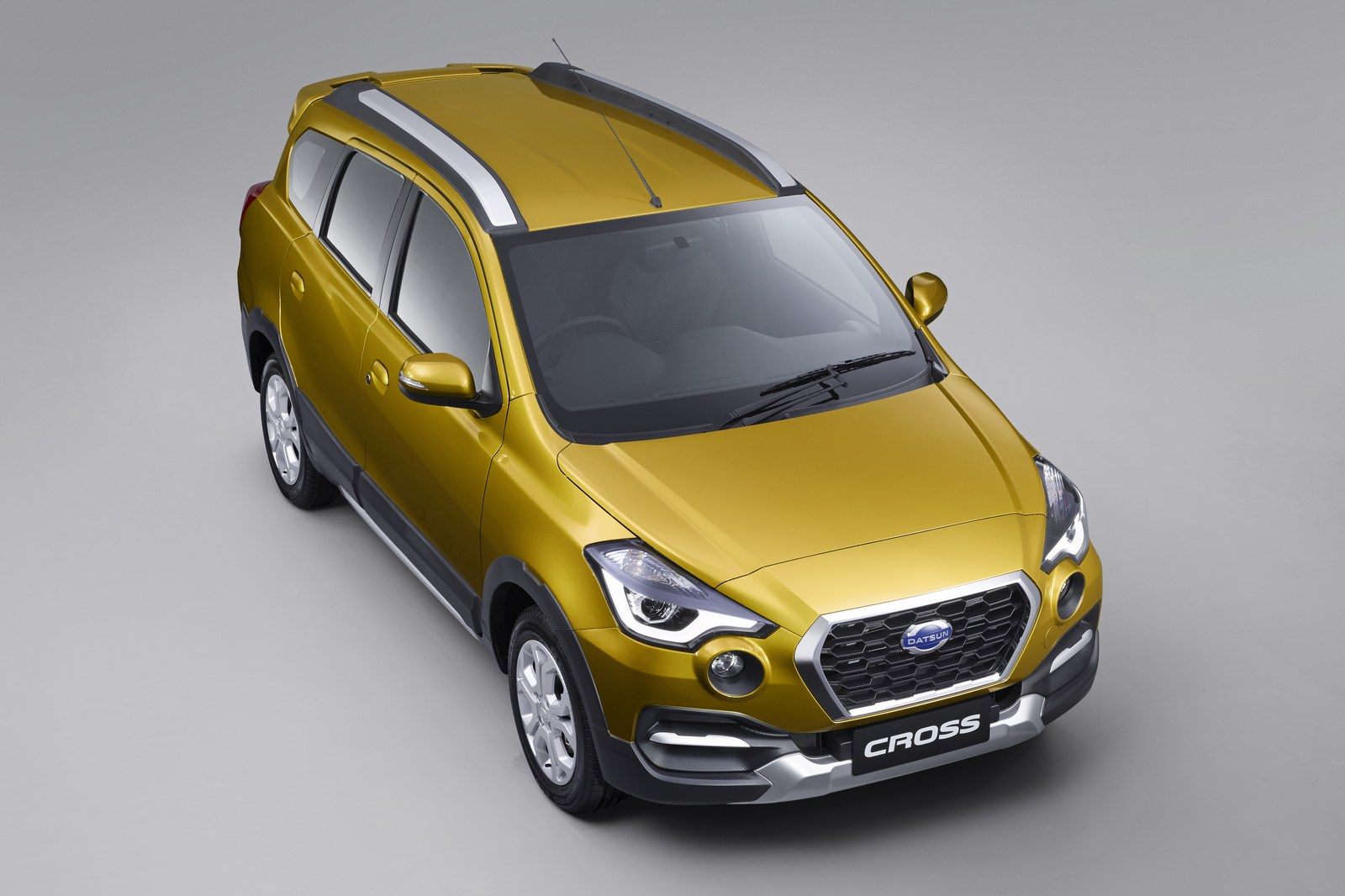 With distinctive looks and advanced technical and safety features, the new Datsun CROSS marks the start of the next phase of Datsun's journey in the country. Developed for Indonesia, this modern car expands the choice for Datsun customers while setting new standards in the segment and creating a new flagship of the brand in the market.