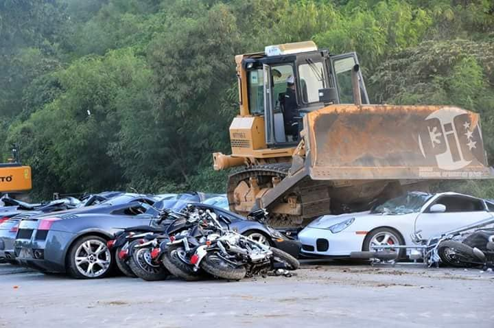 Destruction_of_smuggled_cars_0003