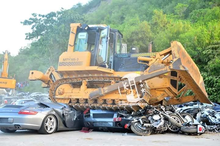 Destruction_of_smuggled_cars_0004