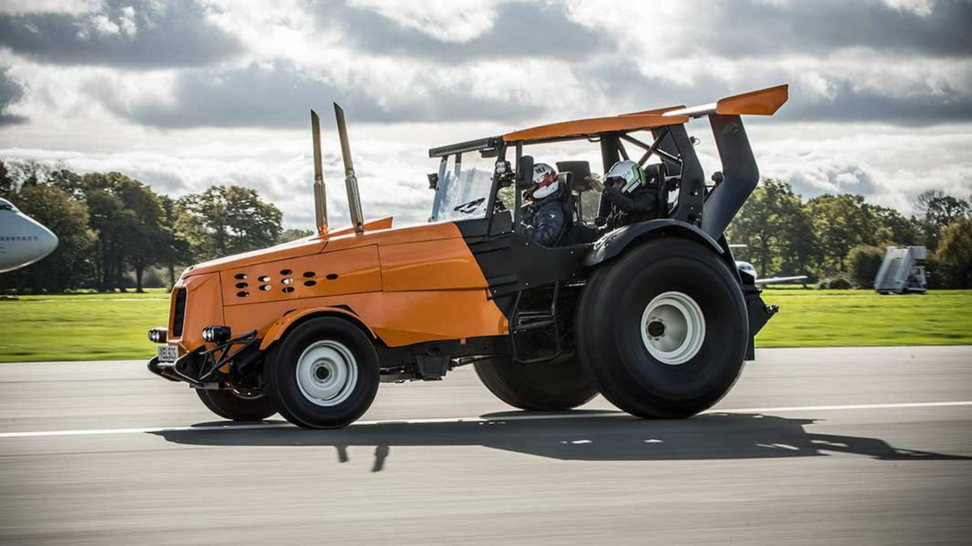 Fastest tractor in the world TopGear The Stig (6)