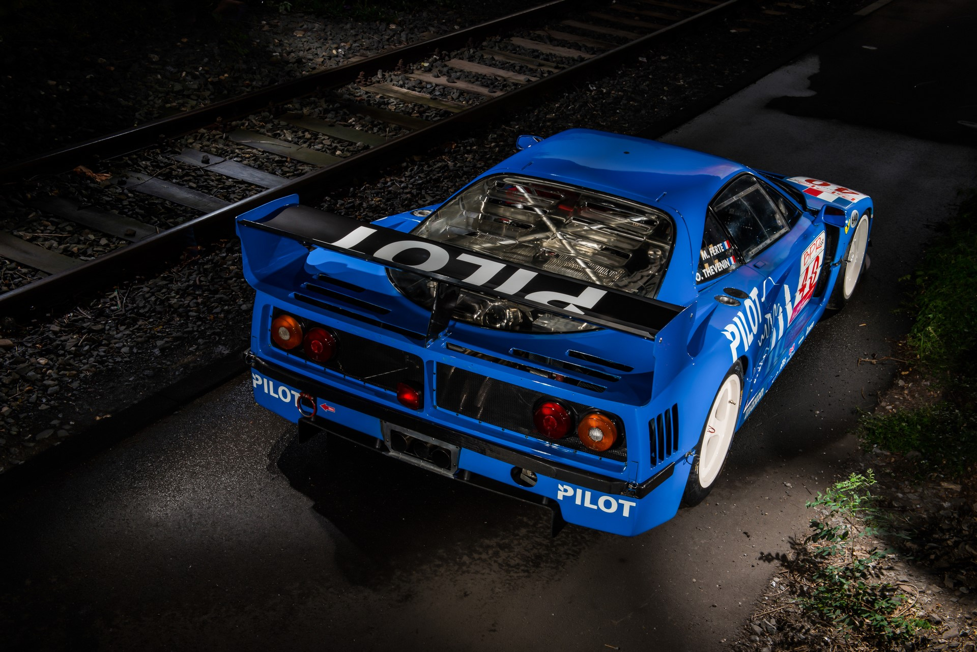 RM-SOTHEBY-S-ADDS-SPECTACULAR--SELDOM-SEEN-FERRARI-F40-LM-TO-PARIS-_1