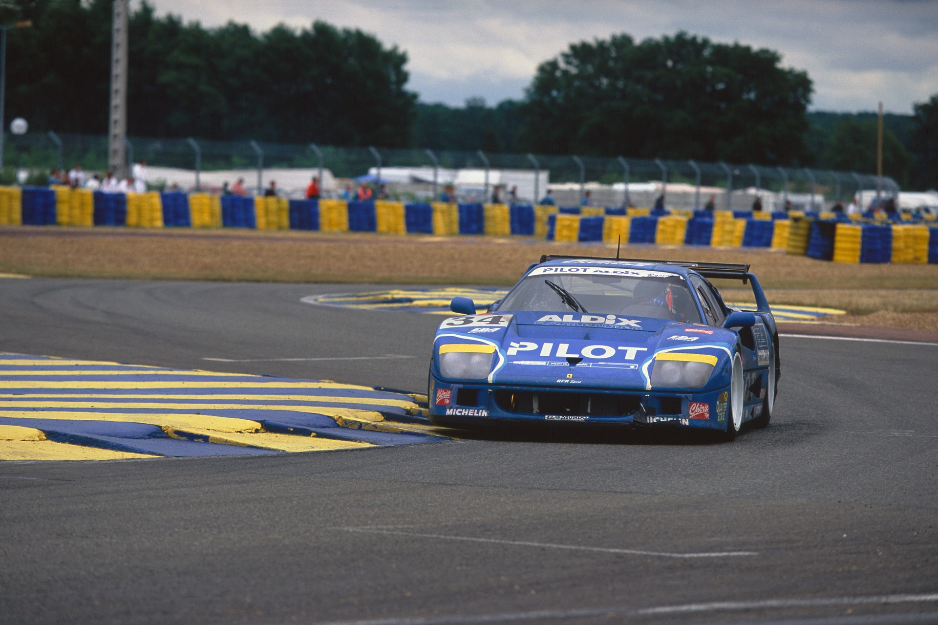 Chassis no. 74045 at the 1995 24 Hours of Le Mans, where it finished 12th overall.