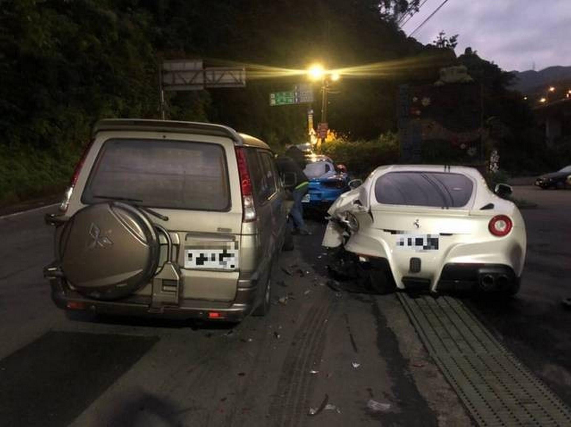 Ferrari Crash Taiwan (1)