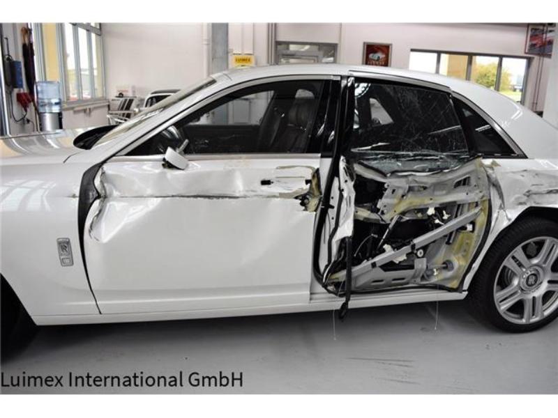 Ferrari F430 and Rolls Royce Ghost crash (12)