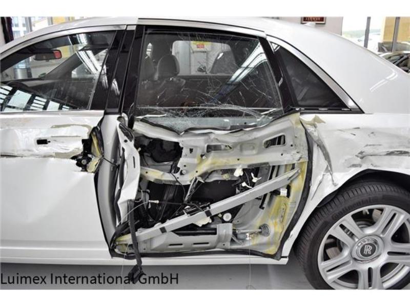 Ferrari F430 and Rolls Royce Ghost crash (13)