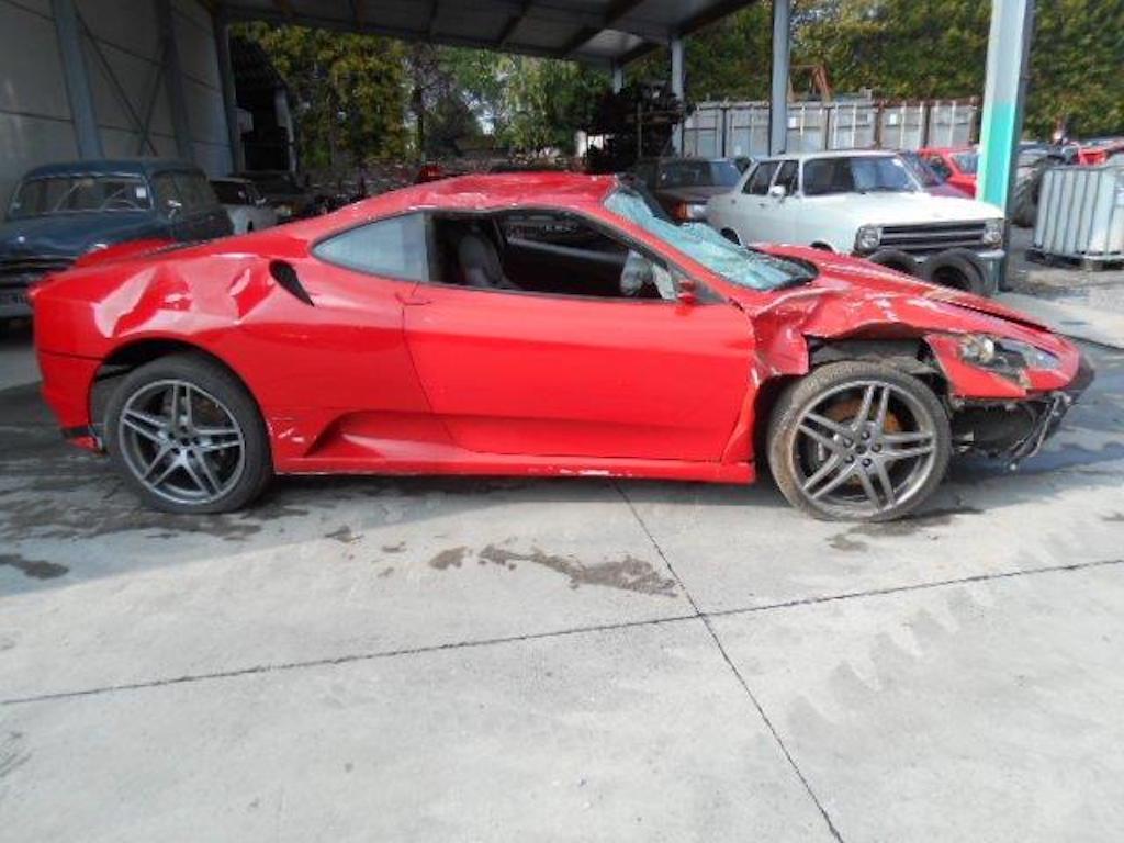 Ferrari F430 and Rolls Royce Ghost crash (4)