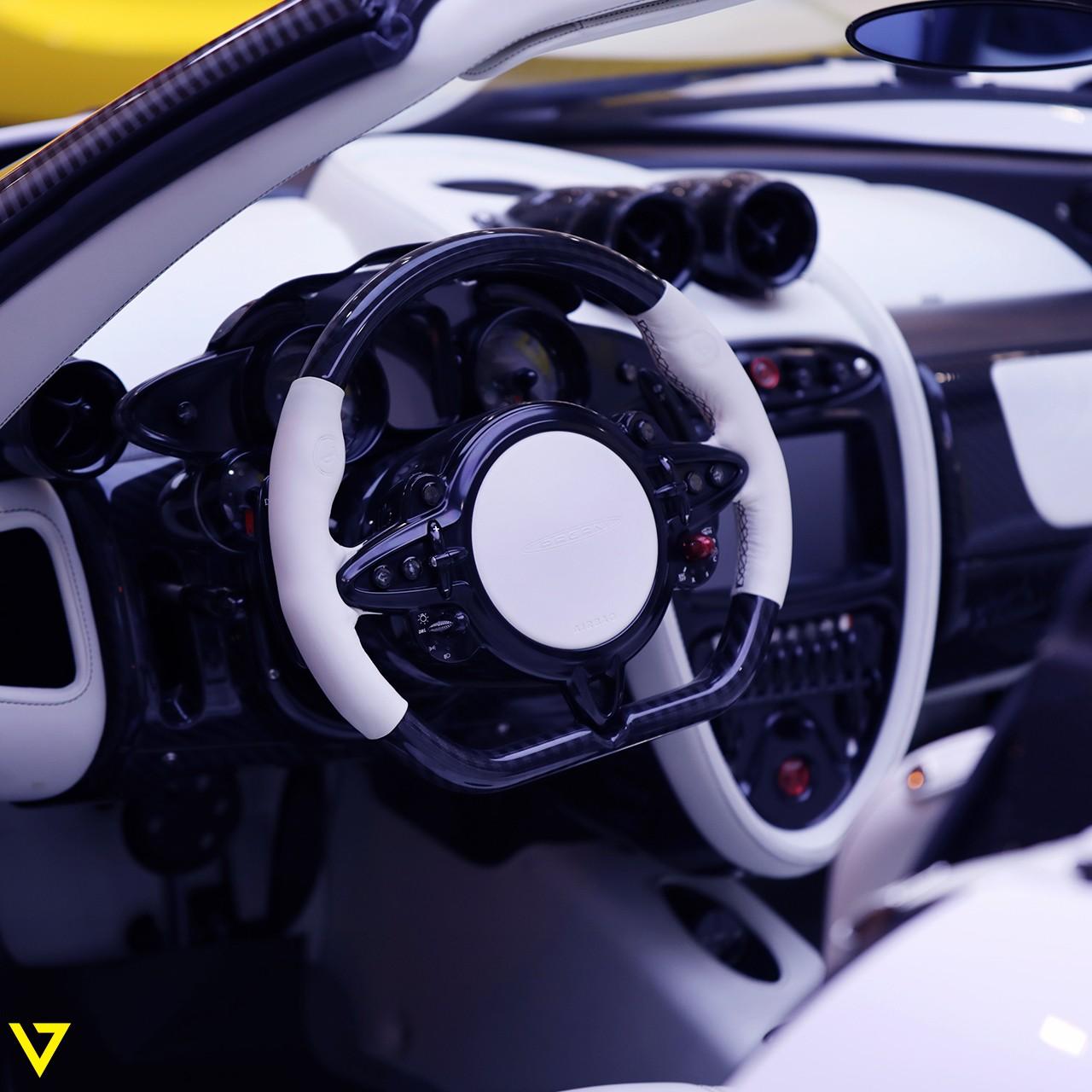 Pagani_Huayra_Roadster_sale_0002