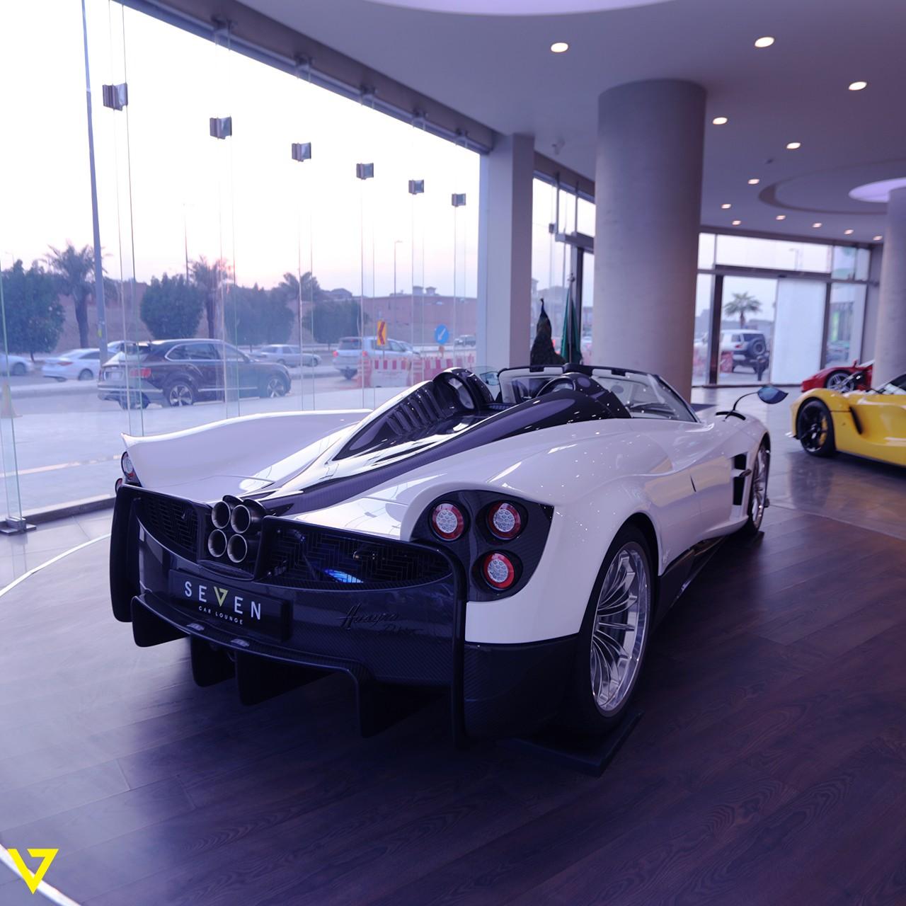 Pagani_Huayra_Roadster_sale_0007