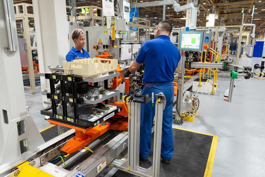 02 Ford Bridgend - all-new 1.5L 3Cylinder engine line