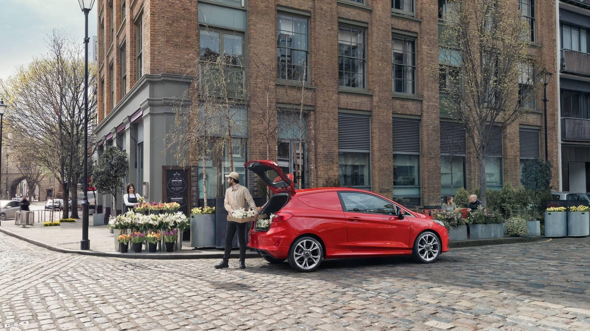 Ford_Fiesta_Sport_Van_0003