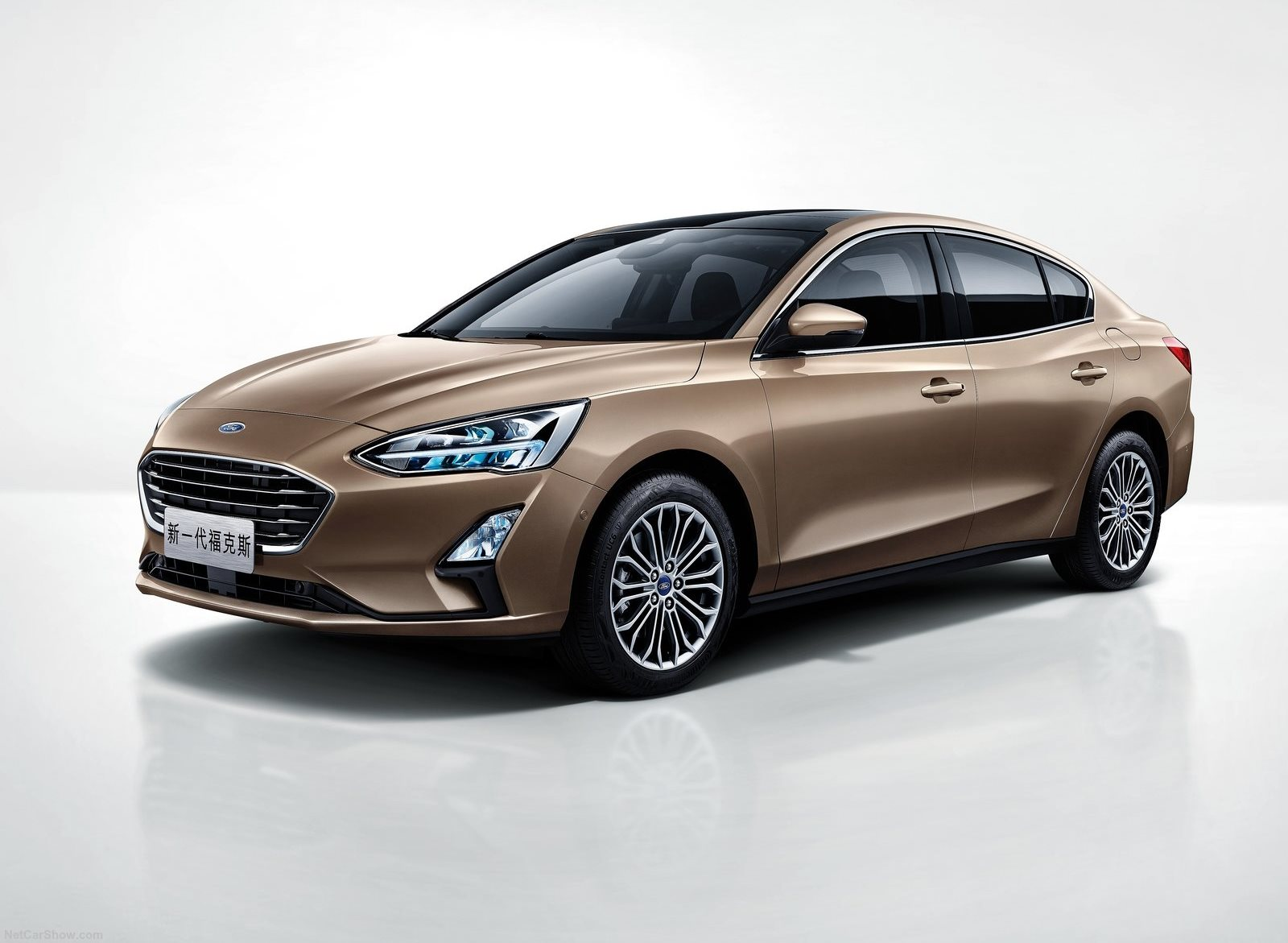 Ford Focus Sedan 2019 (1)