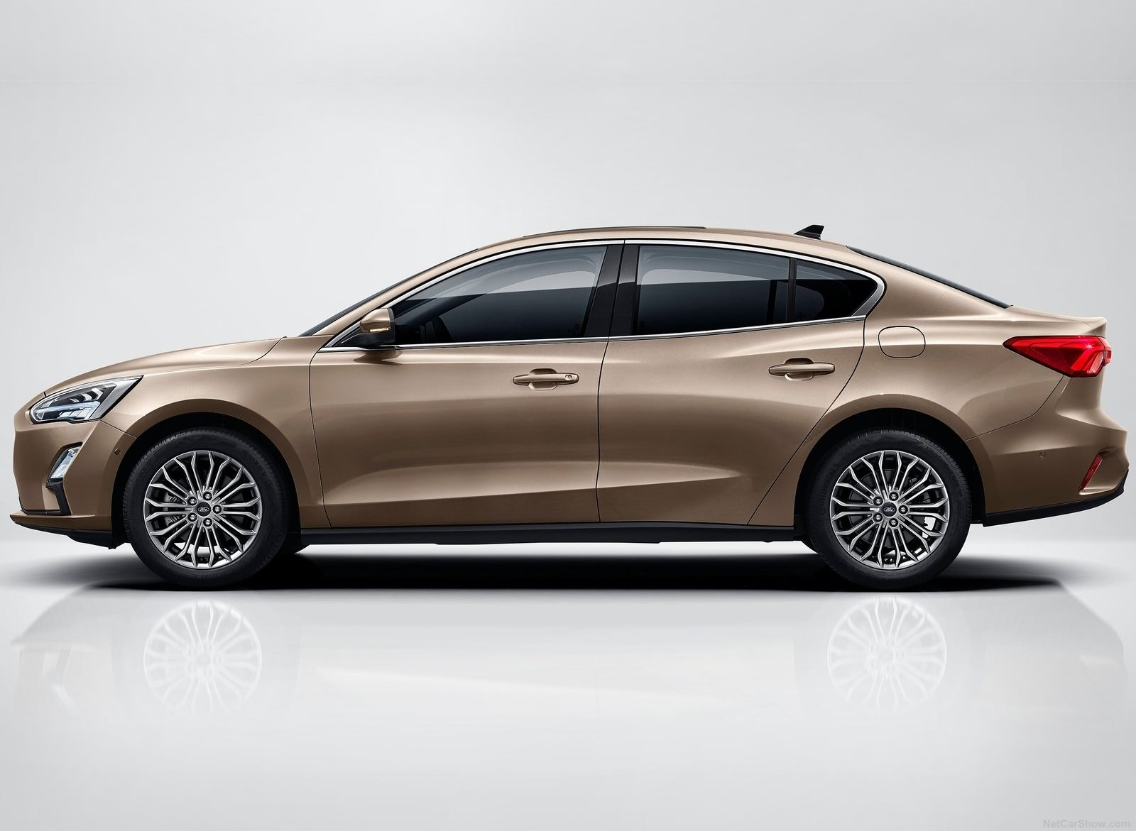Ford Focus Sedan 2019 (2)