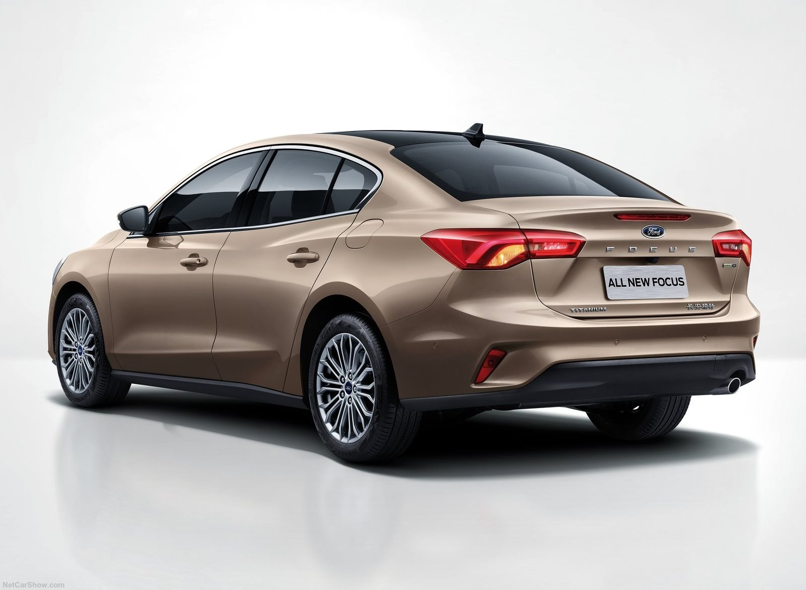 Ford Focus Sedan 2019 (3)