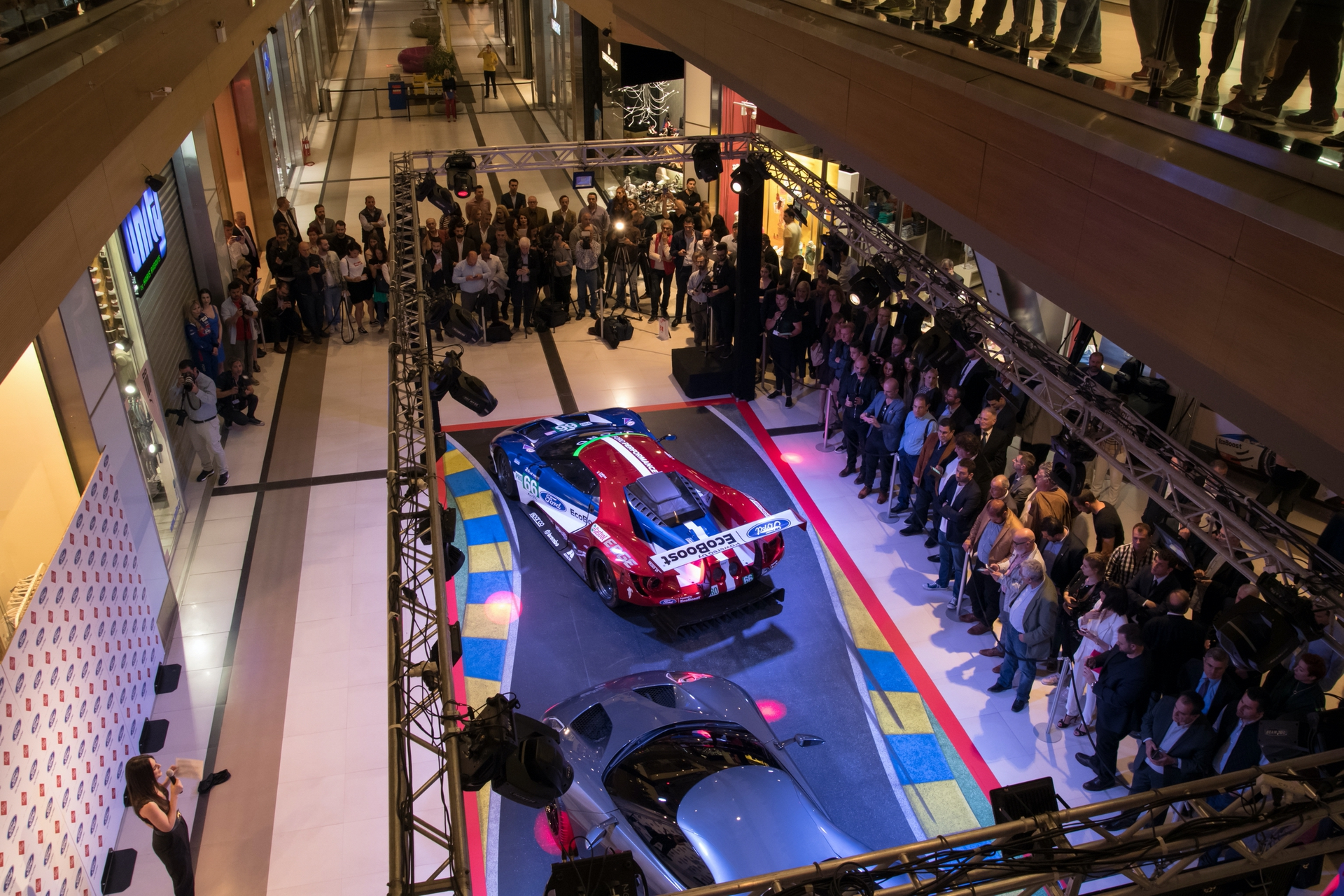 Ford_GT_at_The_Mall_0007