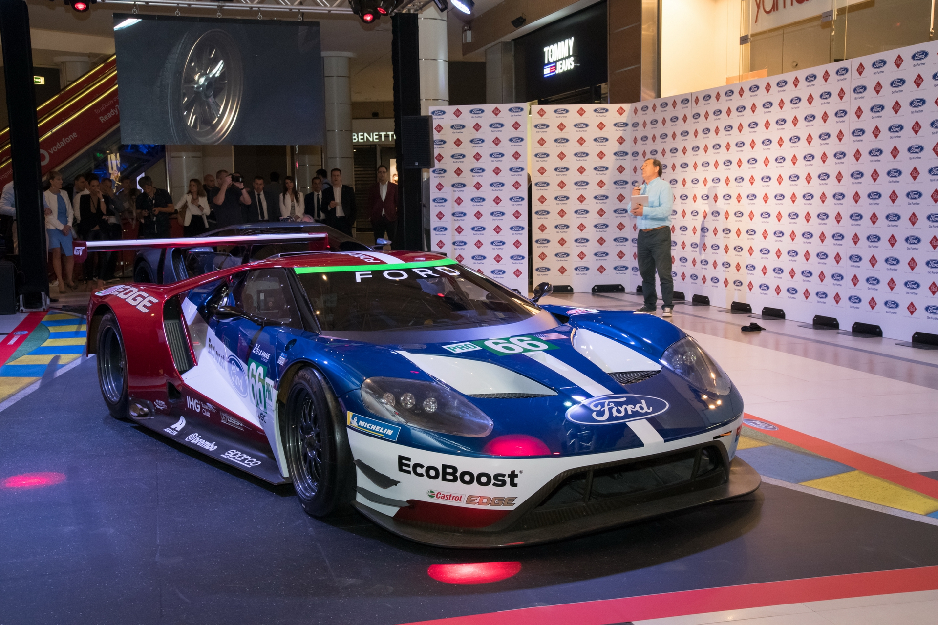 Ford_GT_at_The_Mall_0008