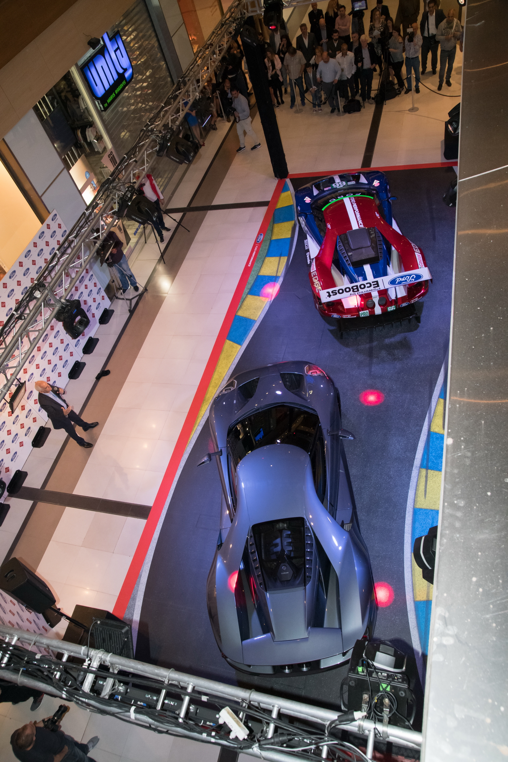Ford_GT_at_The_Mall_0009