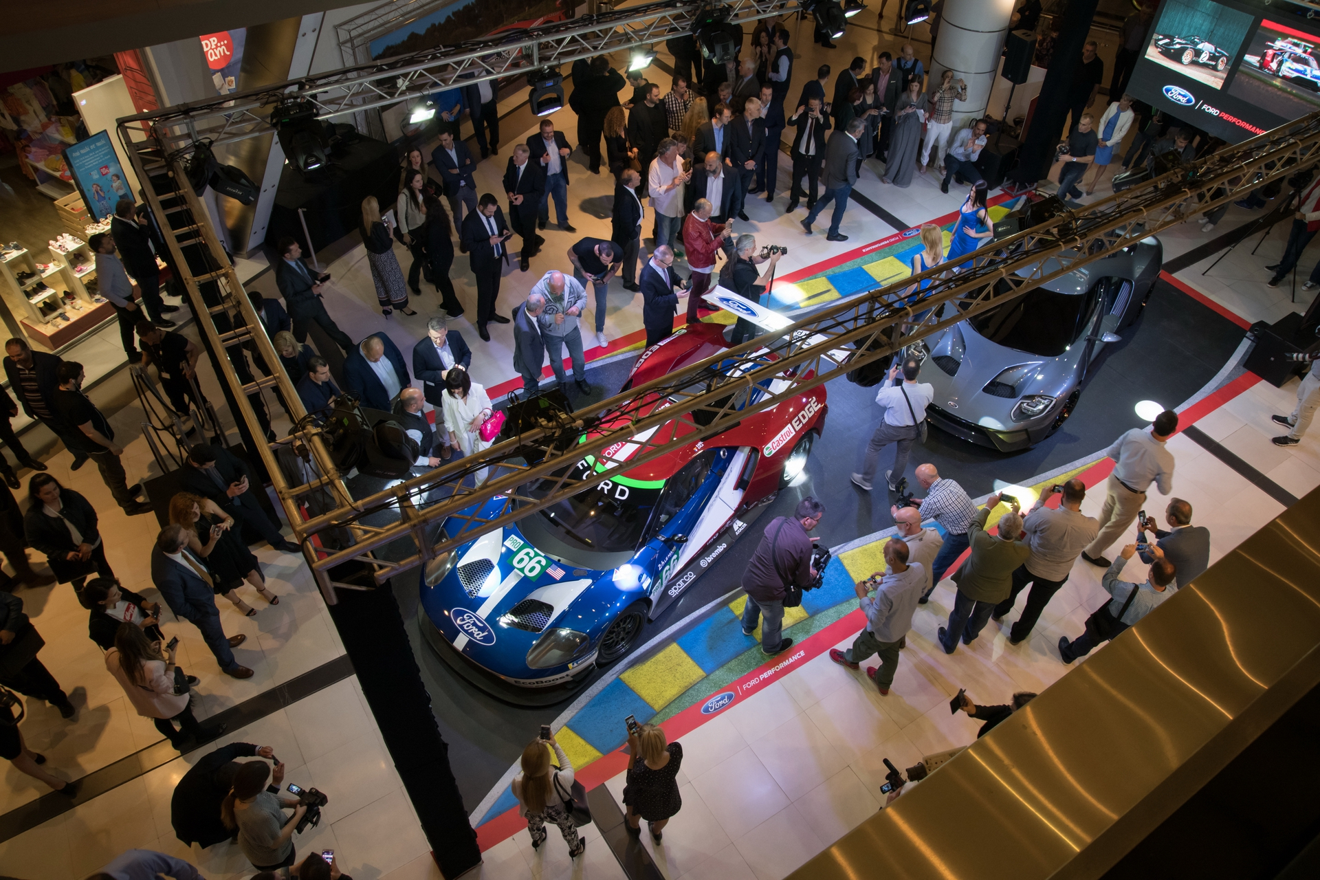 Ford_GT_at_The_Mall_0012