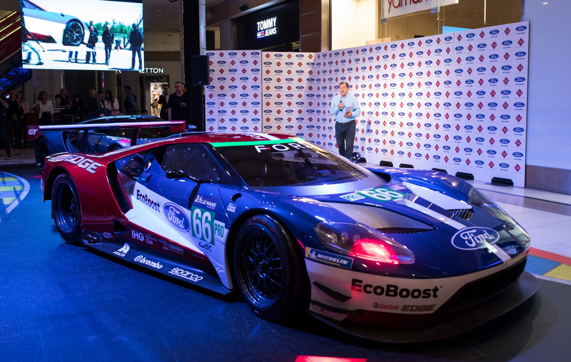 Ford_GT_at_The_Mall_0030