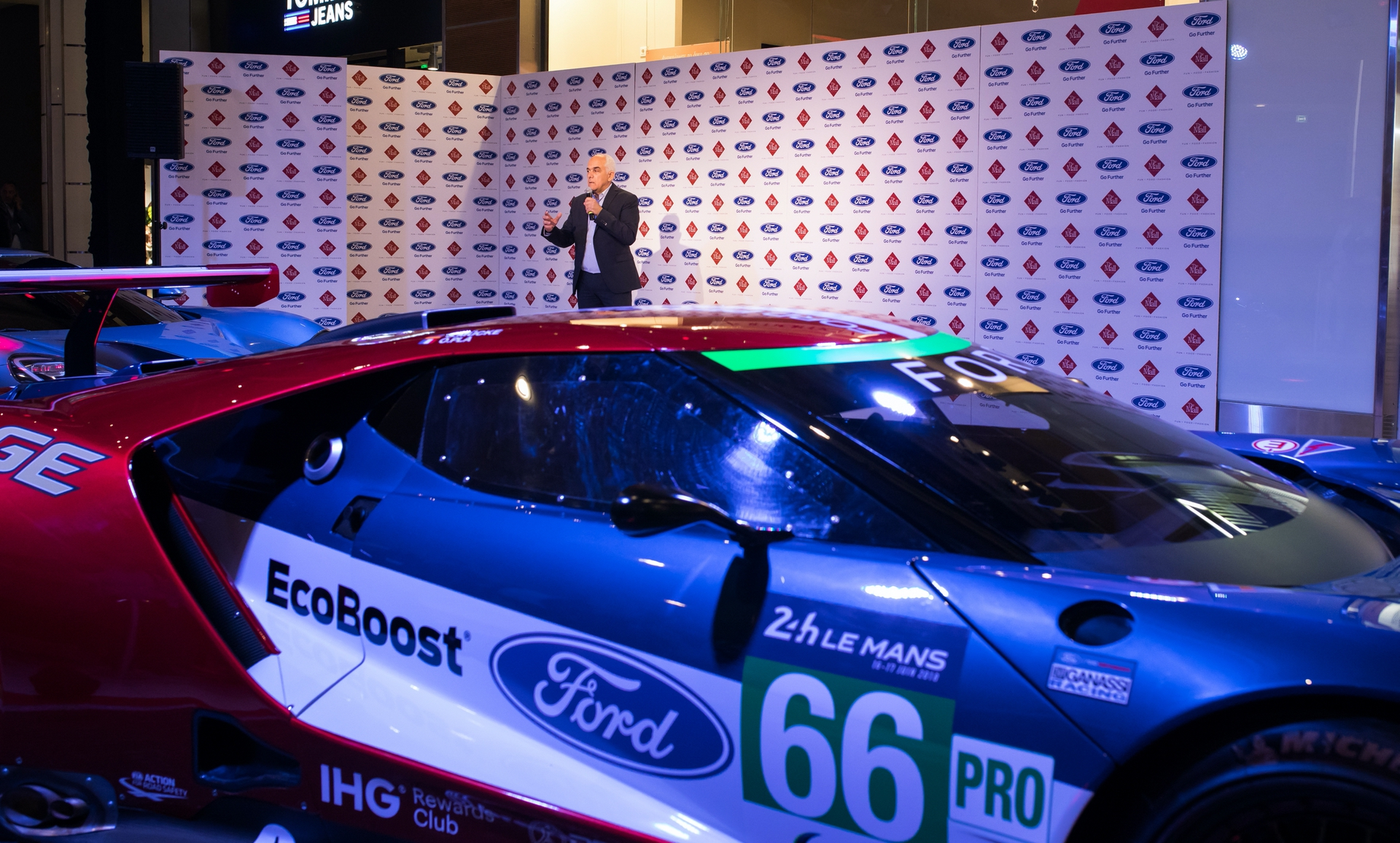 Ford_GT_at_The_Mall_0034